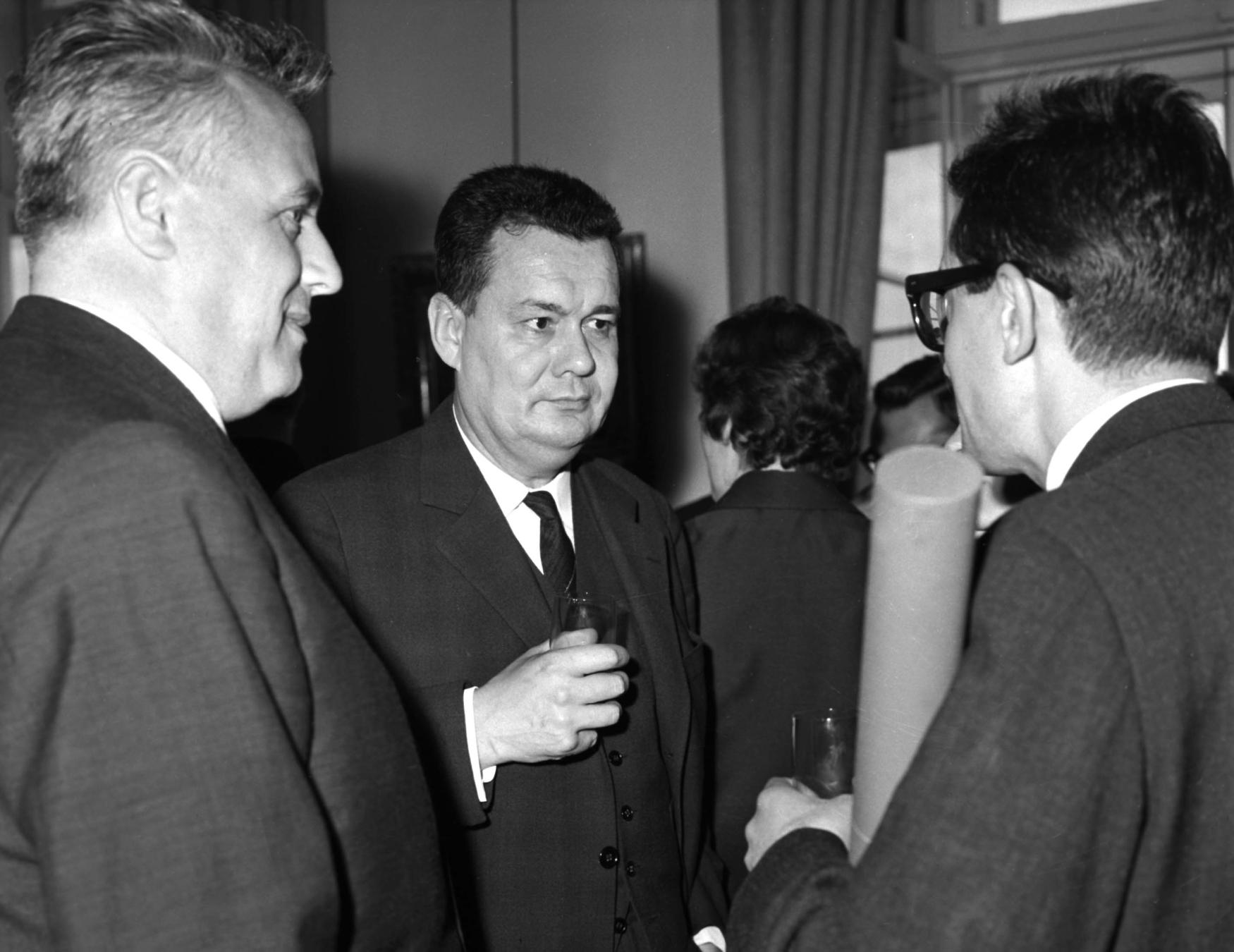 Vladimír Koucký (uprostřed) v rozhovoru s Janem Procházkou a Vojtěchem Jasným