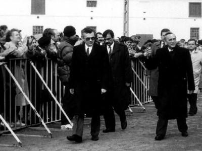Tadeusz Mazowiecki v listopadu 1989 (vpravo)