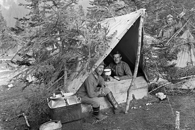 S hrnkem teplého čaje na frontě 1. světové války