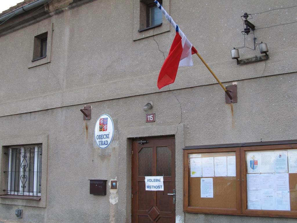 Volební místnost v Libenicích u Kolína