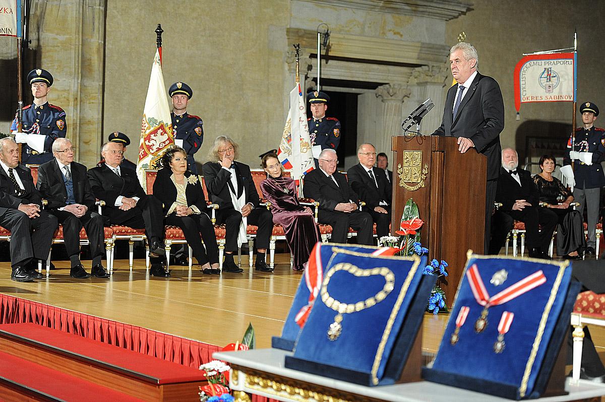 Prezident Miloš Zeman udělil státní vyznamenání