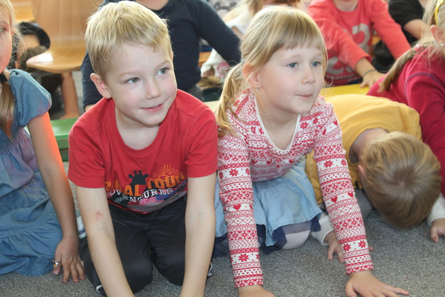 Děti v mateřské školce zaujatě sledovaly program Rádia Junior