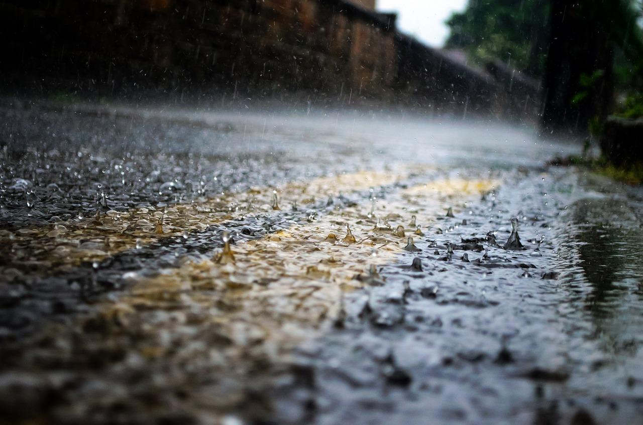 Déšť ve městě