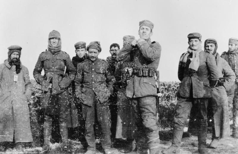 Vánoční příměří v zákopech 1. světové války v roce 1914. Německé a britské jednotky na území nikoho