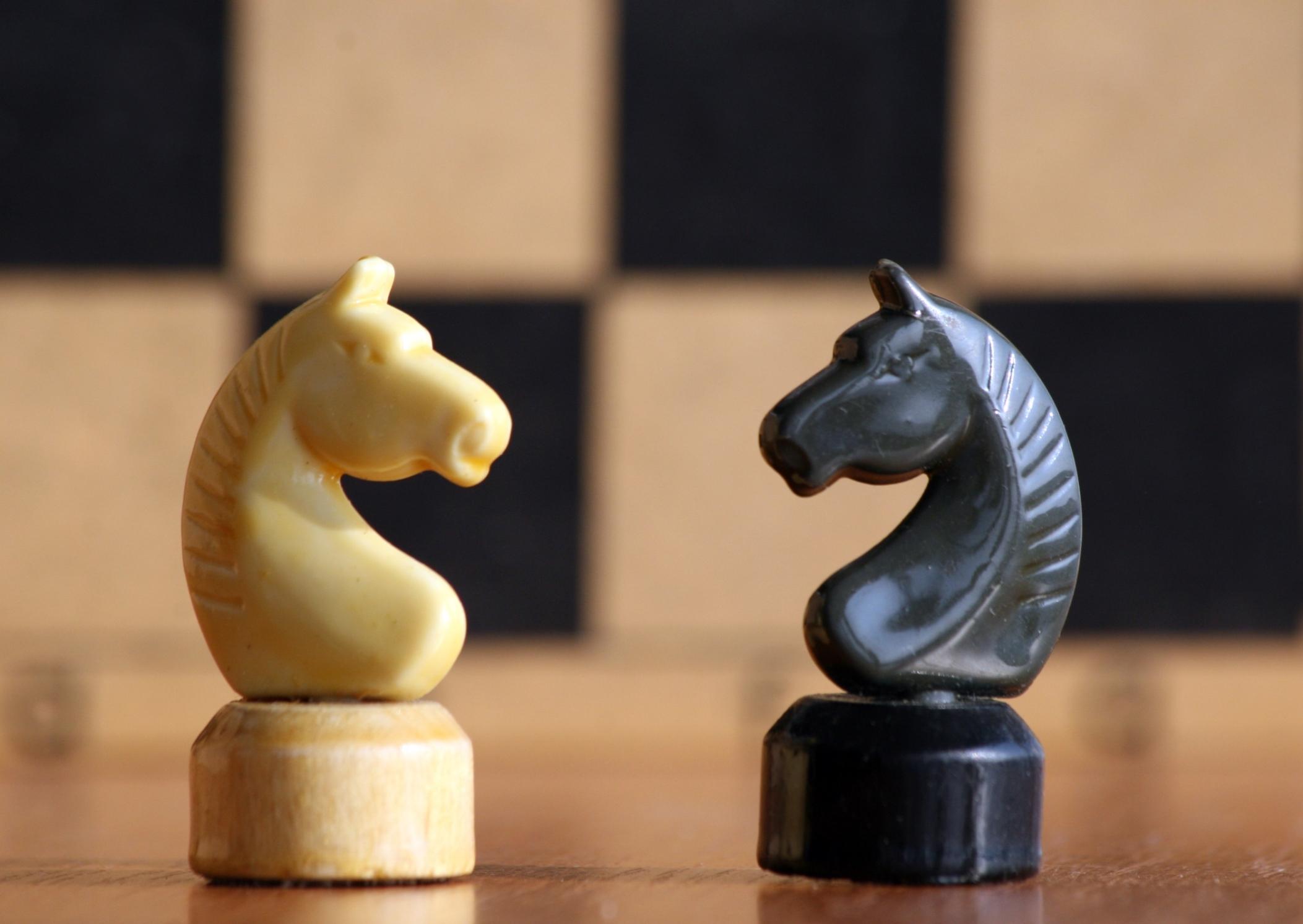 Šachy jsou podle exmistra světa Bobbyho Fischera válkou na hrací desce, při níž jde o to rozdrtit konkurentovo myšlení i ego