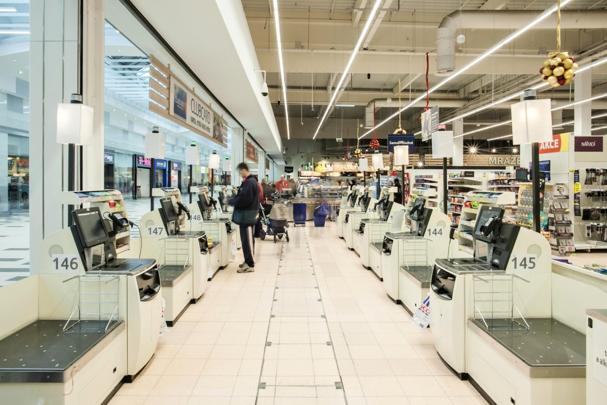 V moderních prodejnách nechybí samoobslužné pokladny