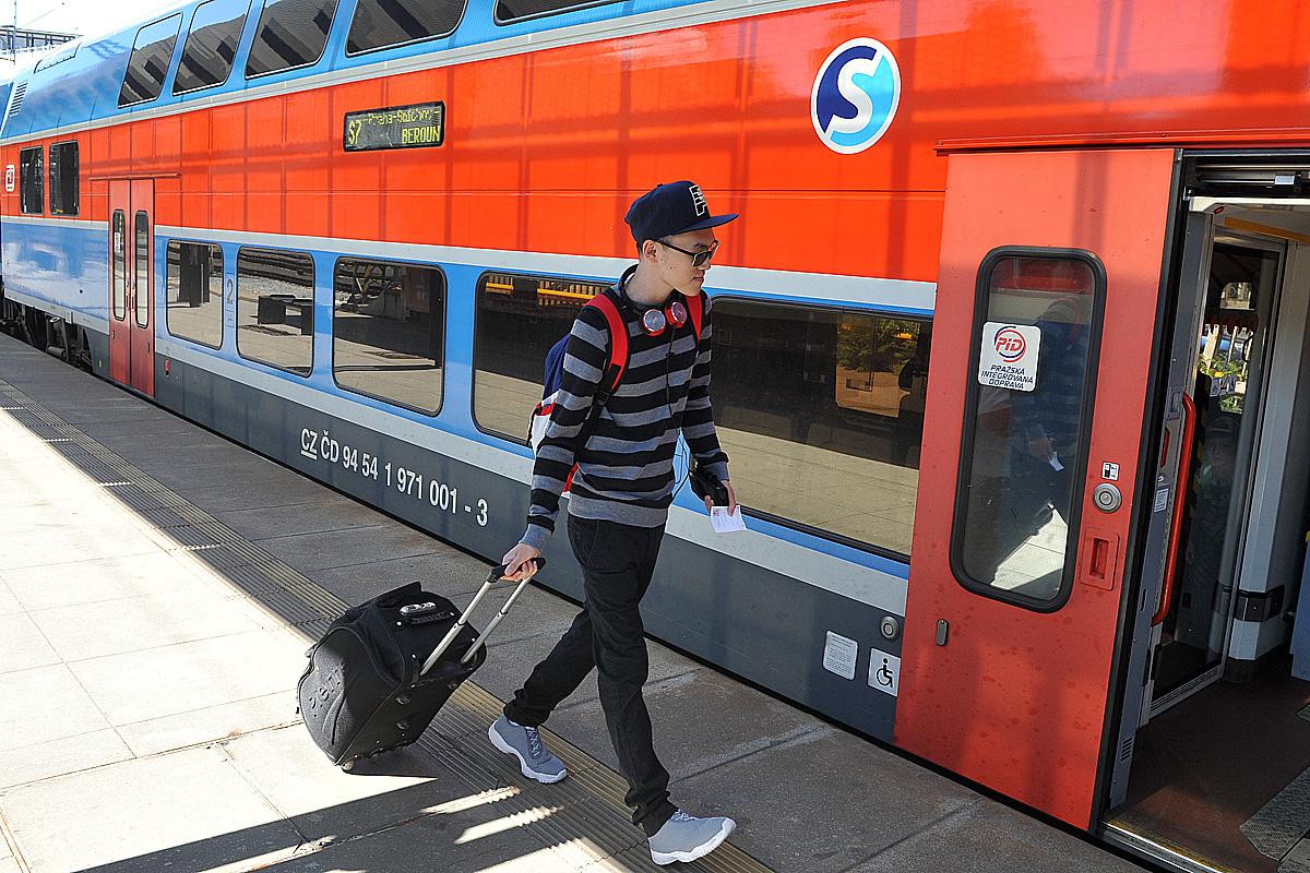 Hlavní nádraží, vlak, cestující (ilustrační foto)