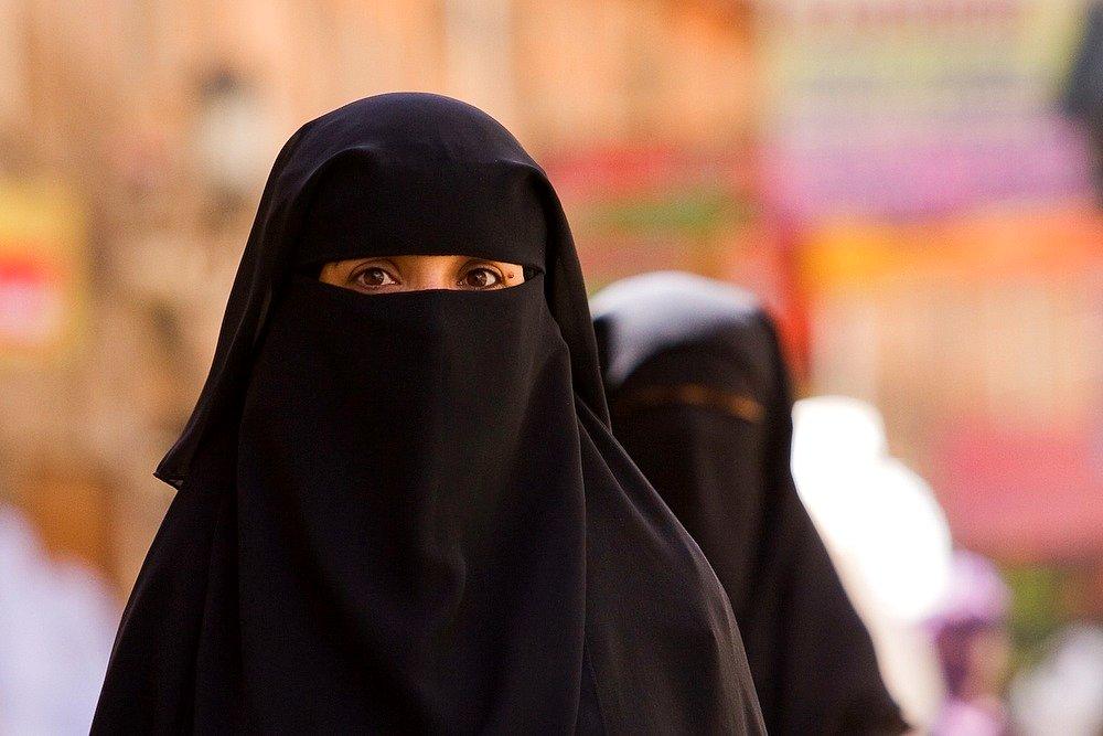 Žena v nikábu - fundamentalismus - islám