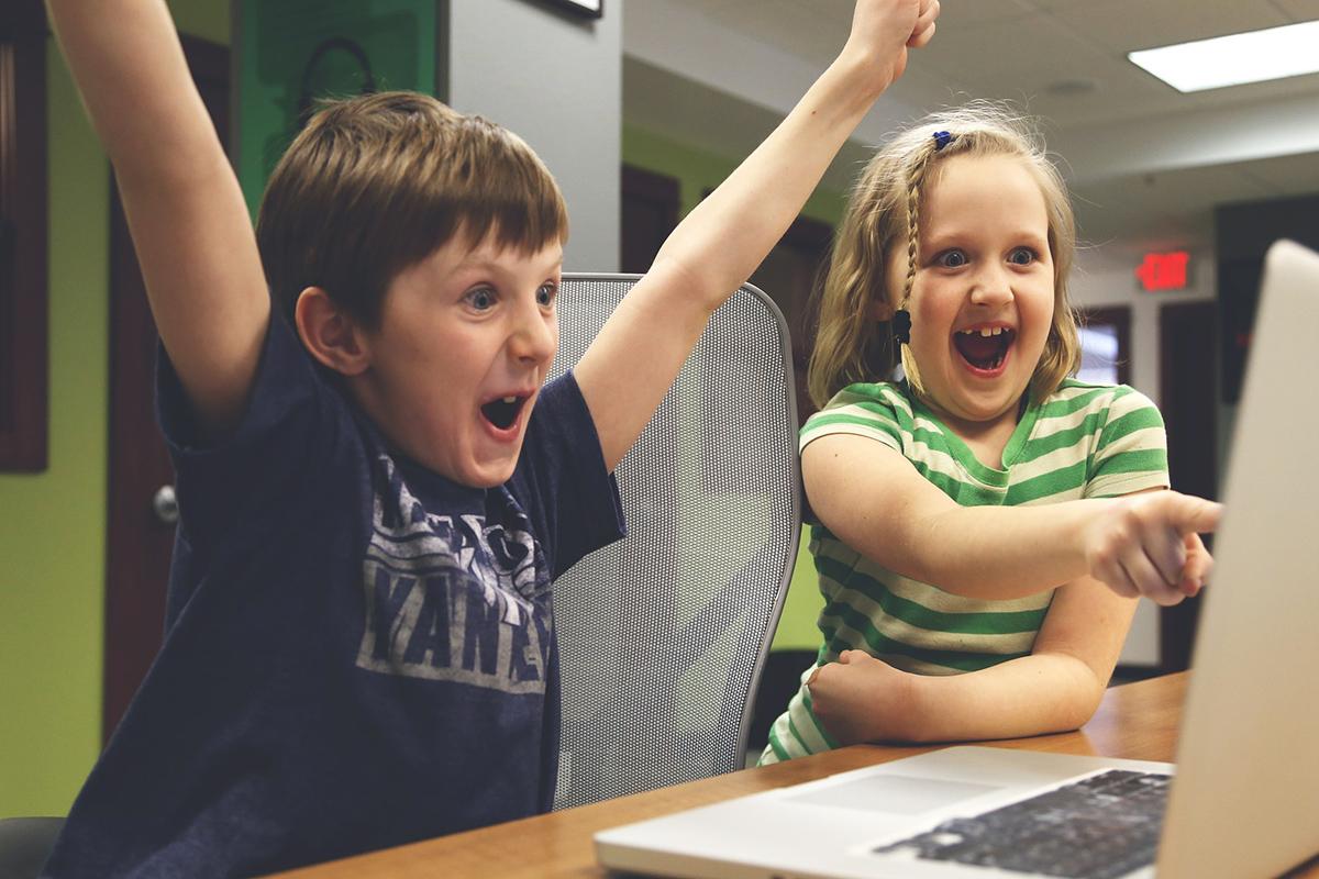 Děti u počítače, počítač (ilustrační foto)