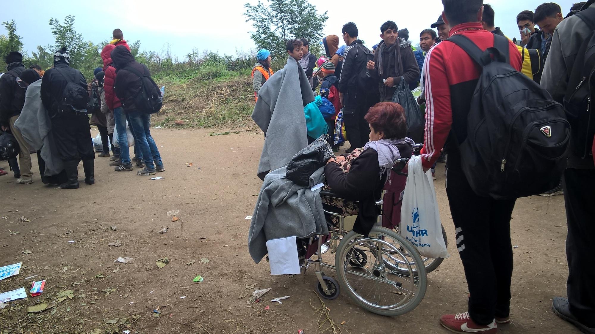 Mezi uprchlíky byli i staří lidé či vozíčkáři