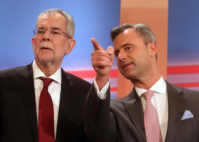 V prvním kole rakouských prezidentských voleb uspěli Alexander van der Bellen (vlevo) a Norbert Hofer