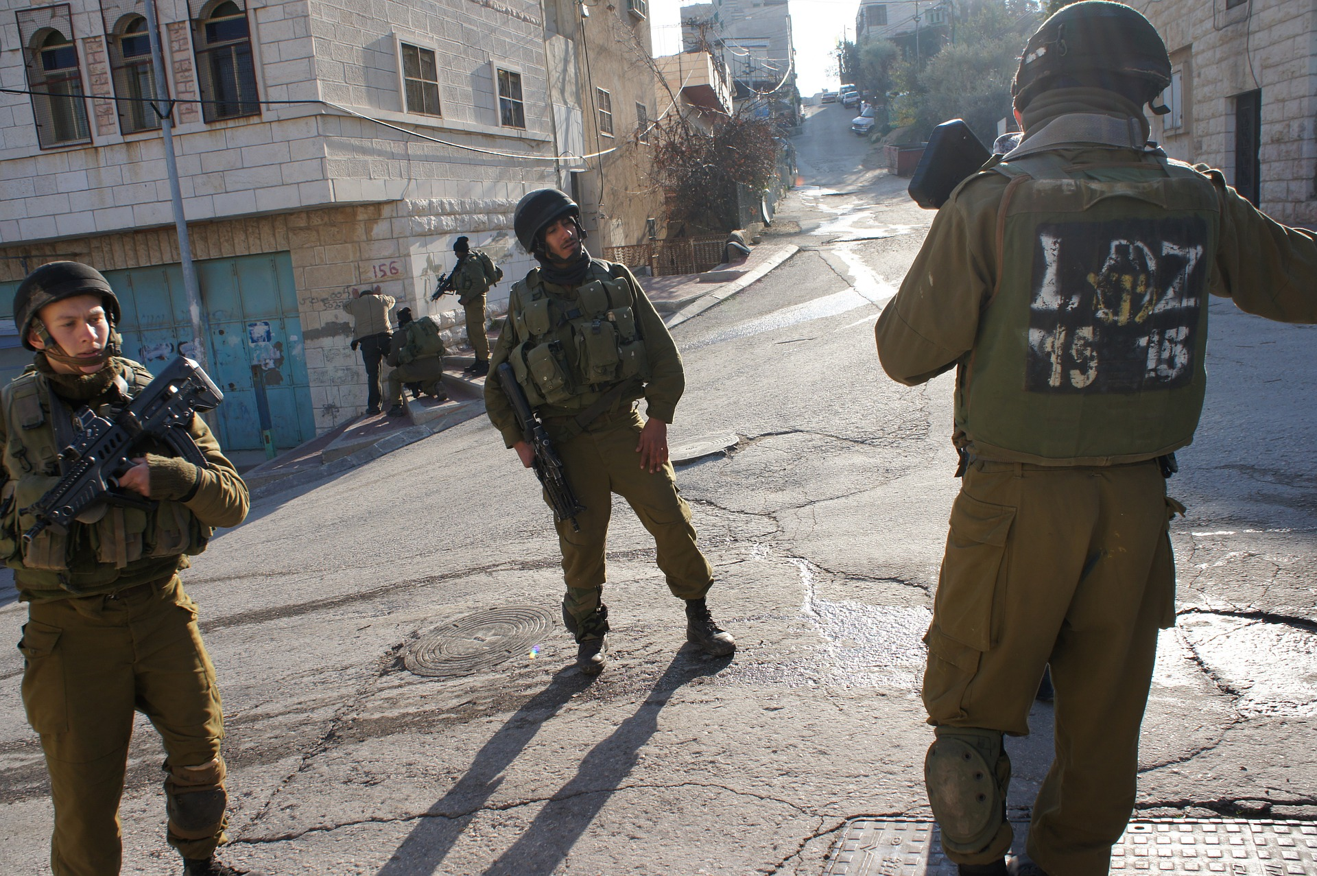 Izraelští vojáci v Hebronu