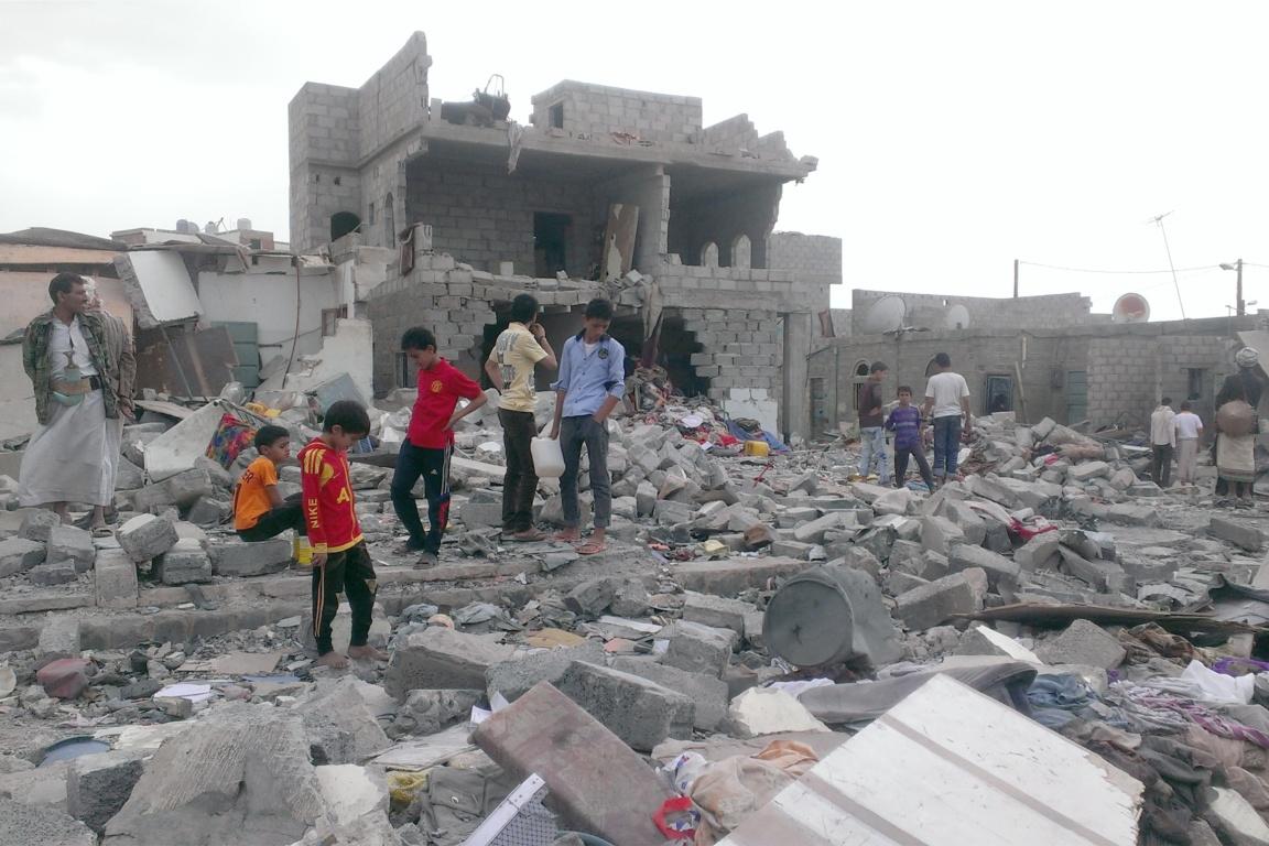 Jemenské hlavní město Saná po bombardování 9. října 2015