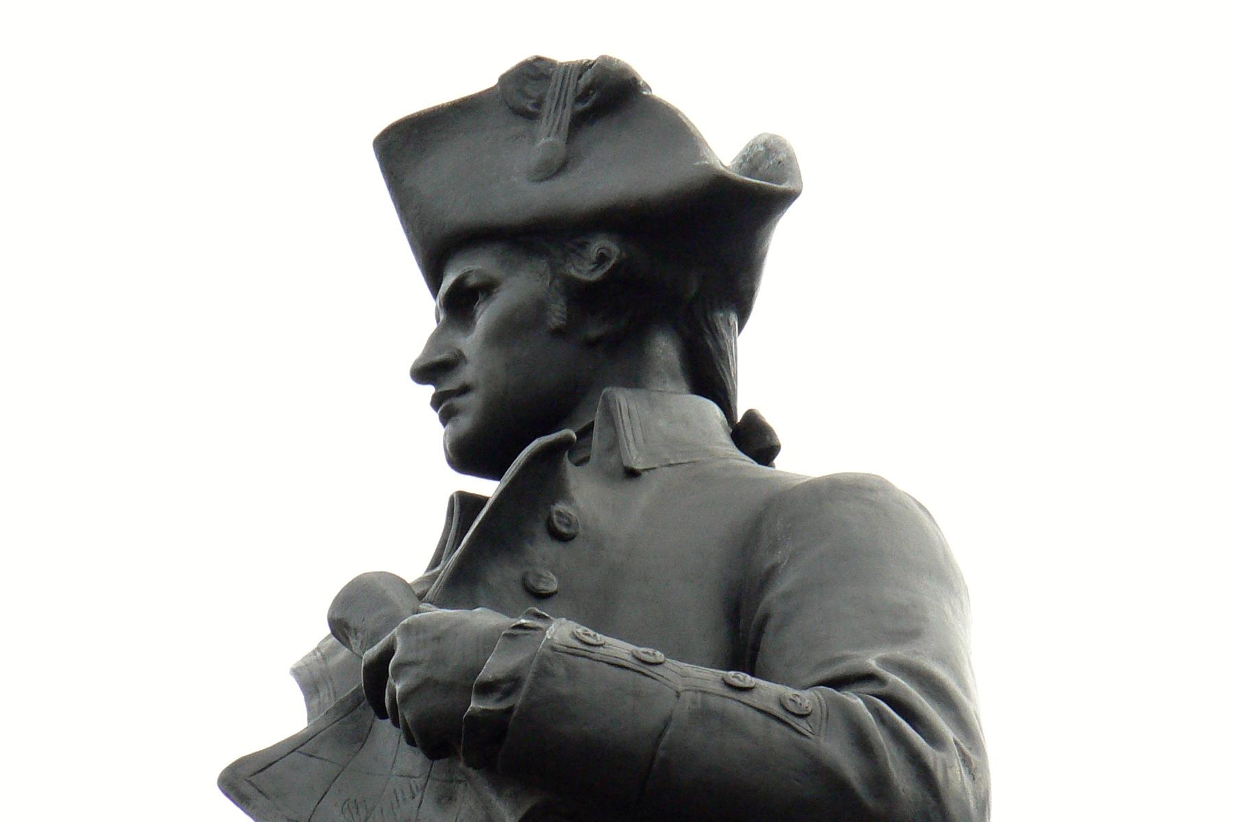Socha objevitele Austrálie Jamese Cooka v Londýně