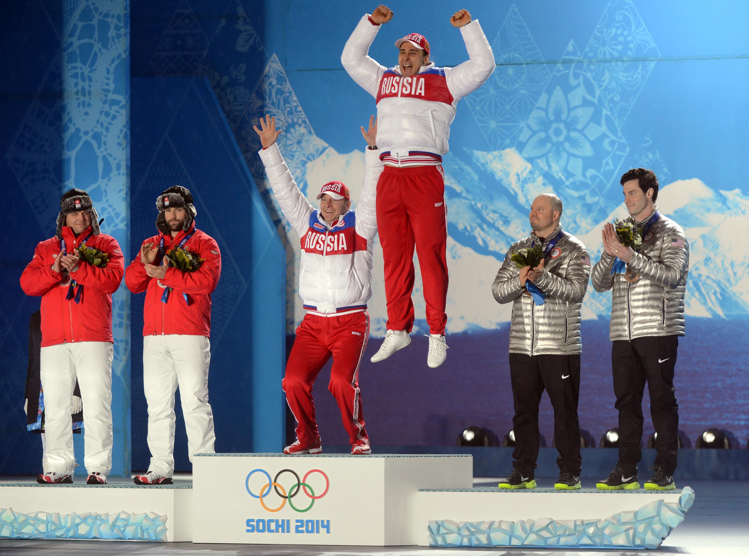 Ruští sportovci na stupních vítězů při zimní olympiádě v Soči
