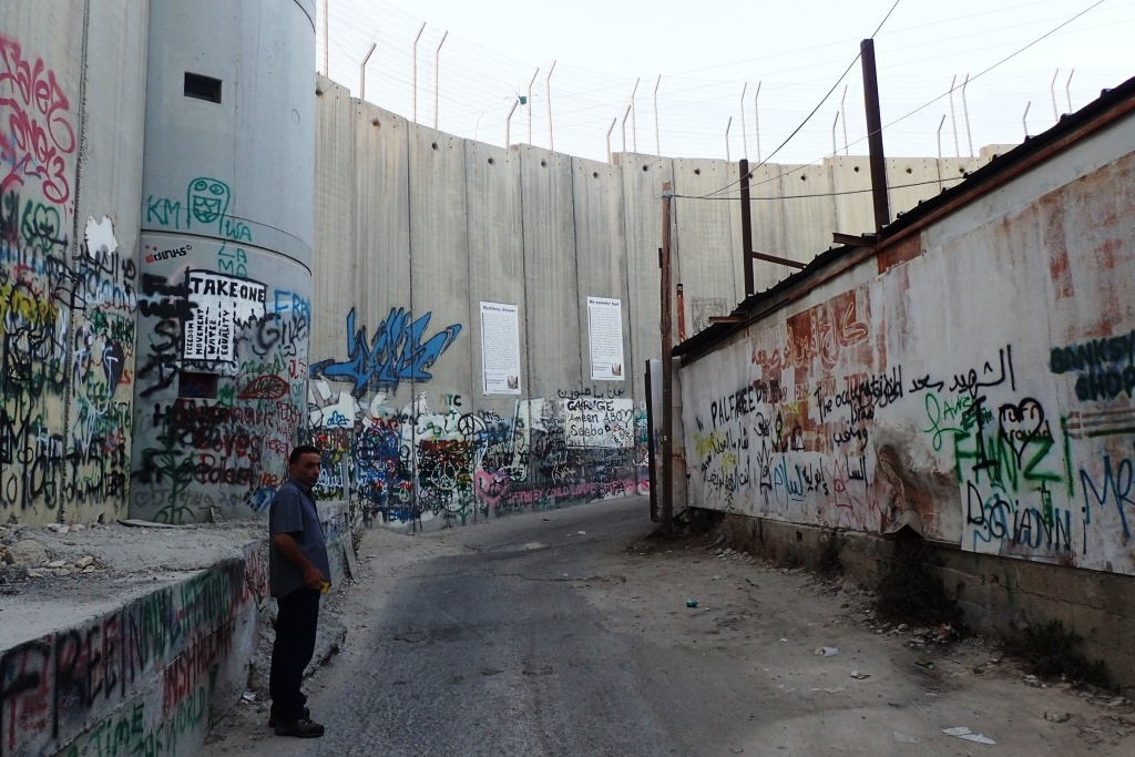 Izraelskou zeď vnímají Palestinci jako rasistickou