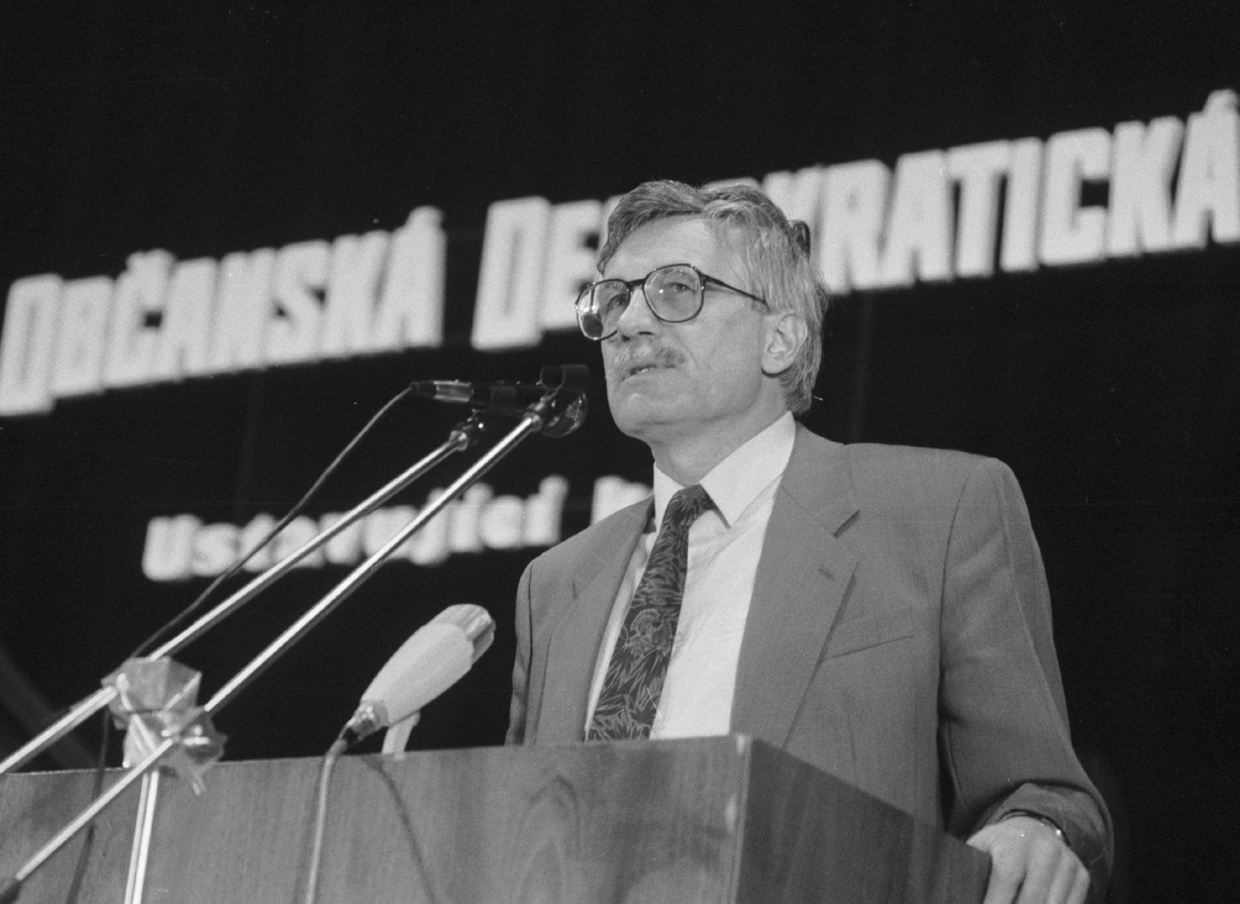Václav Klaus při projevu k delegátům ustavujícího kongresu ODS v Olomouci, 20. dubna 1991