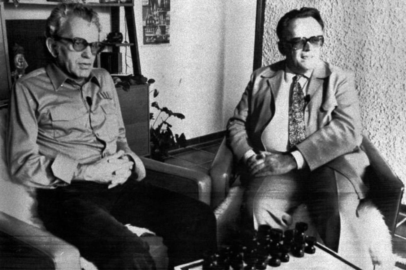 Jiří Lederer a Luděk Pachman u šachů v německém exilu, 1980