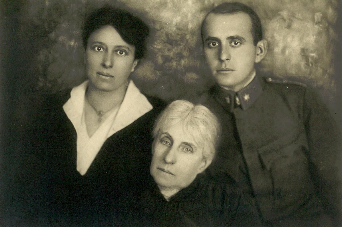 Alice a Jan Masarykovi se svou matkou Charlottou