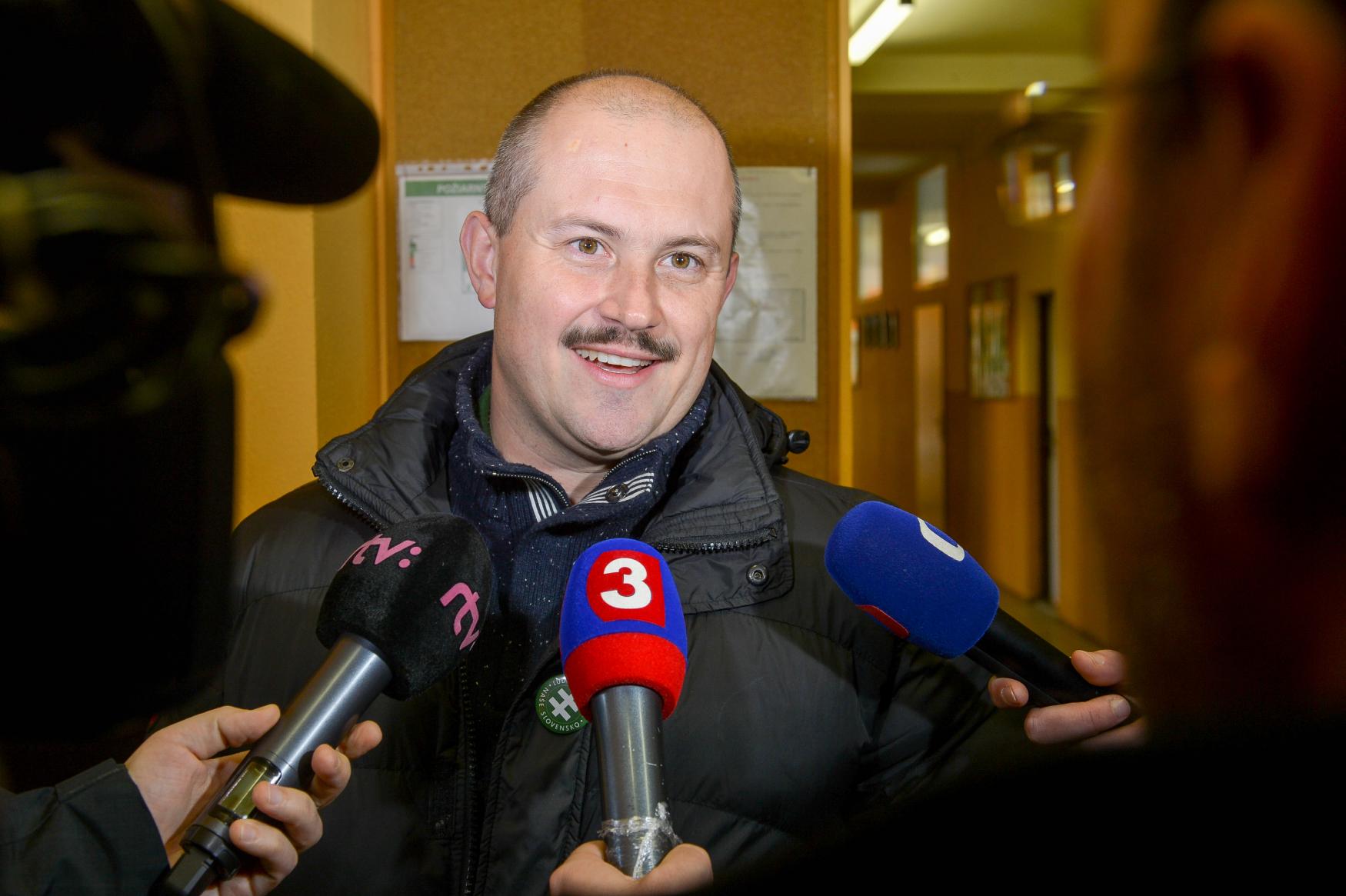 Předseda Ľudové strany Naše Slovensko Marian Kotleba neobhájil v krajských volbách post župana