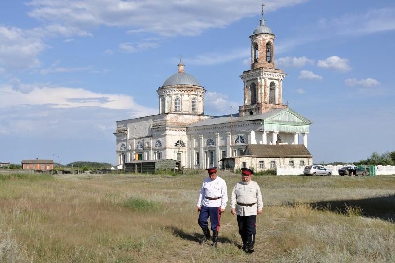 Do chrámu svatého Mikuláše dnes pravidelně dochází padesát místních kozáků