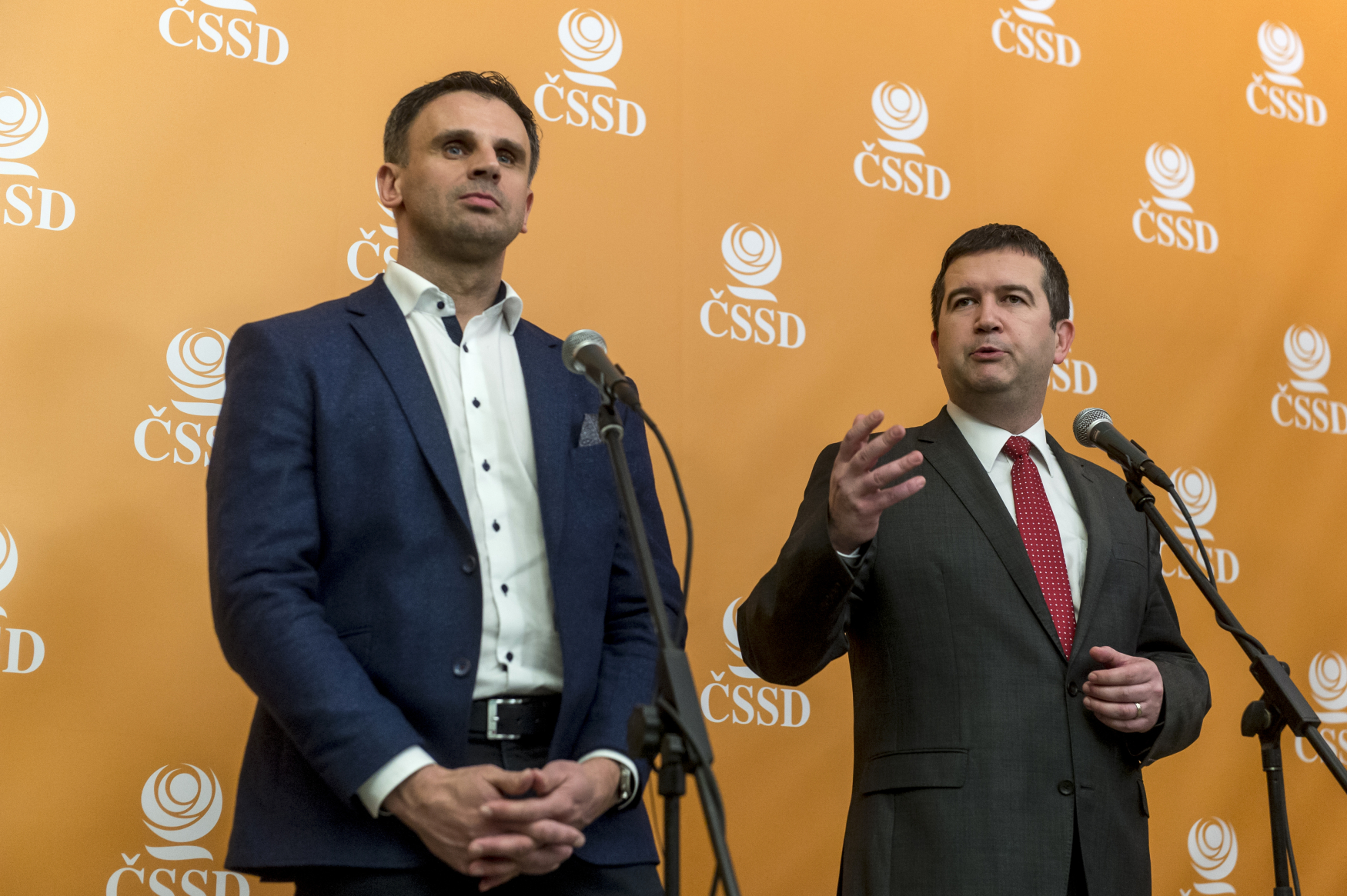 Jiří Zimola a Jan Hamáček na 40. sjezdu ČSSD v Hradci Králové