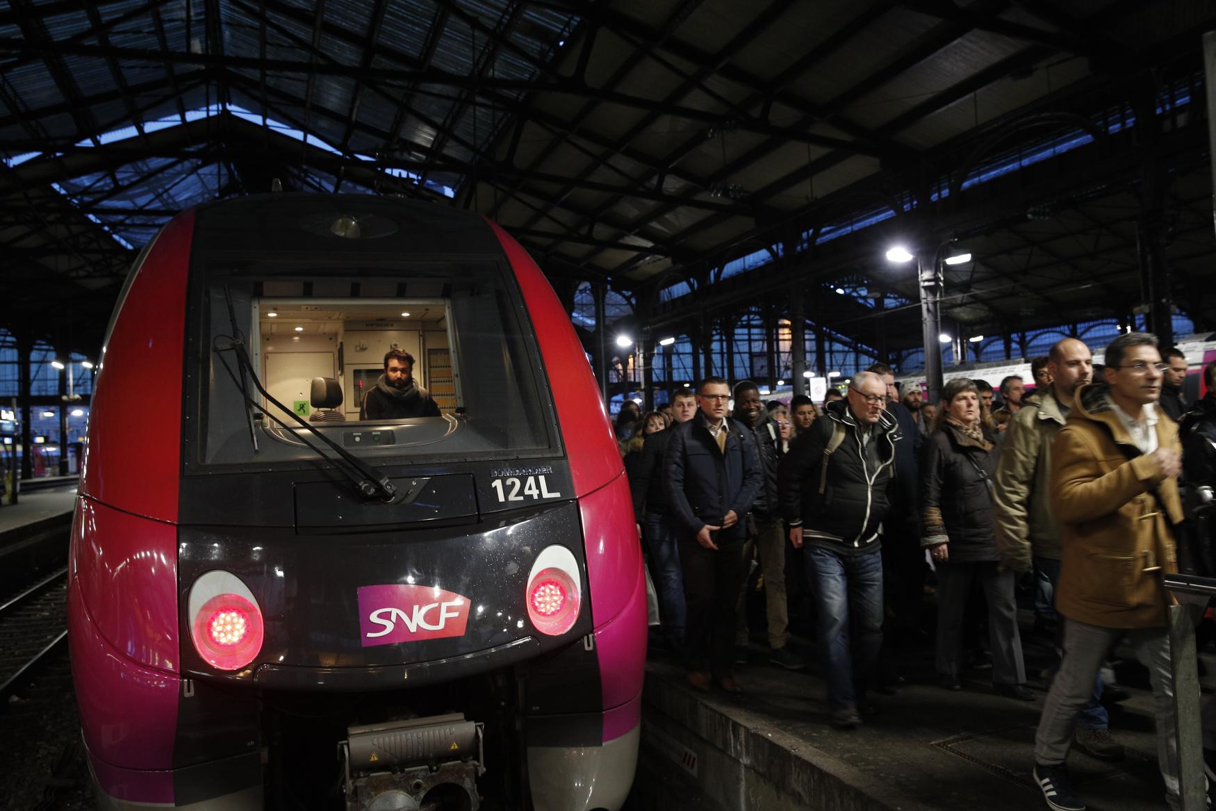 Ve Francii stávkují železničáři i zaměstnanci letecké společnosti Air France