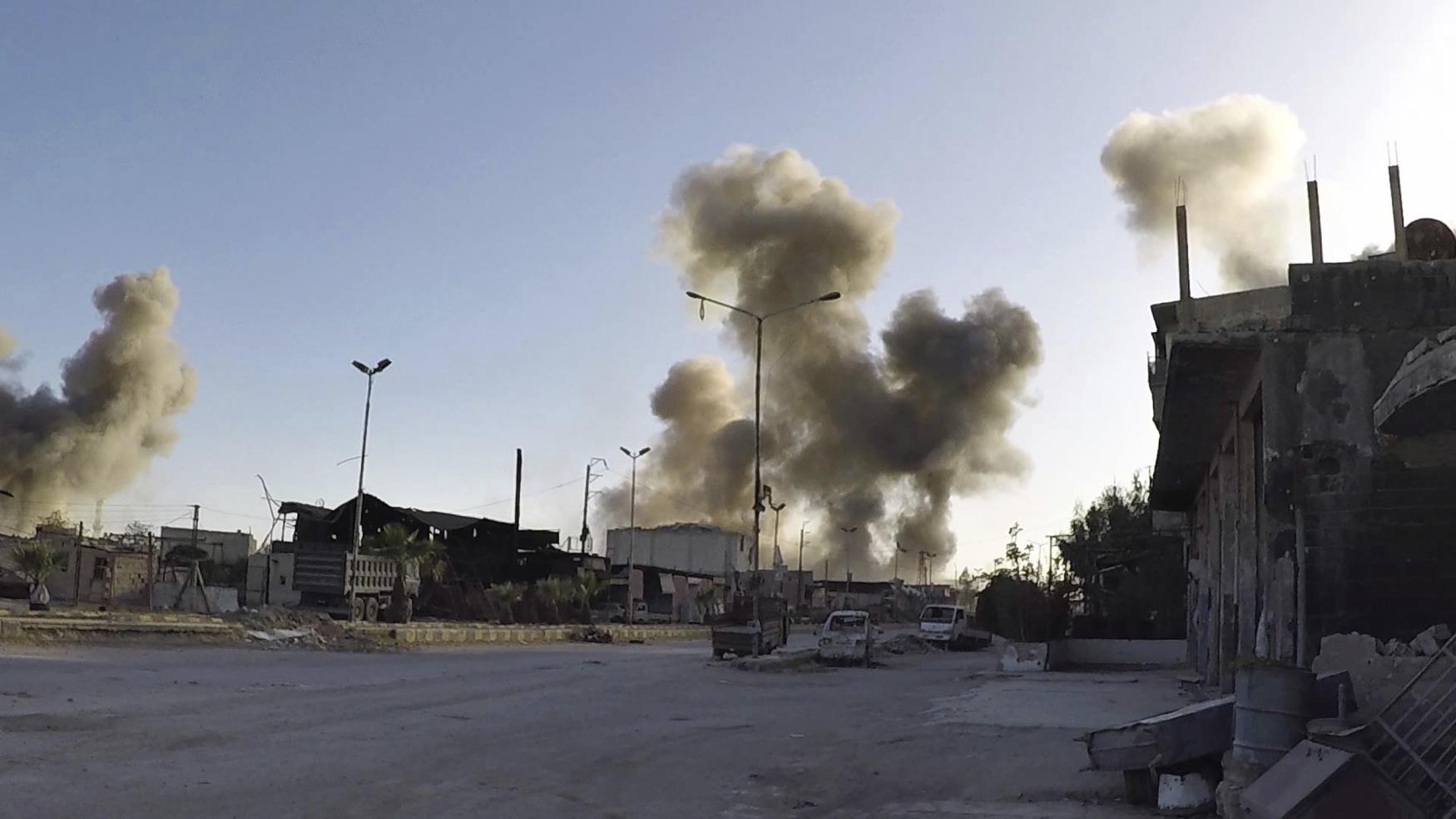 Nádobu se smrtícím plynem, snad sarinem, zřejmě nad Dúmu shodil vládní vrtulník