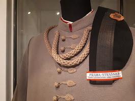 Sokolský kroj má zajímavé detaily. Tento historický kroj můžete vidět v Muzeu hlavního města Prahy