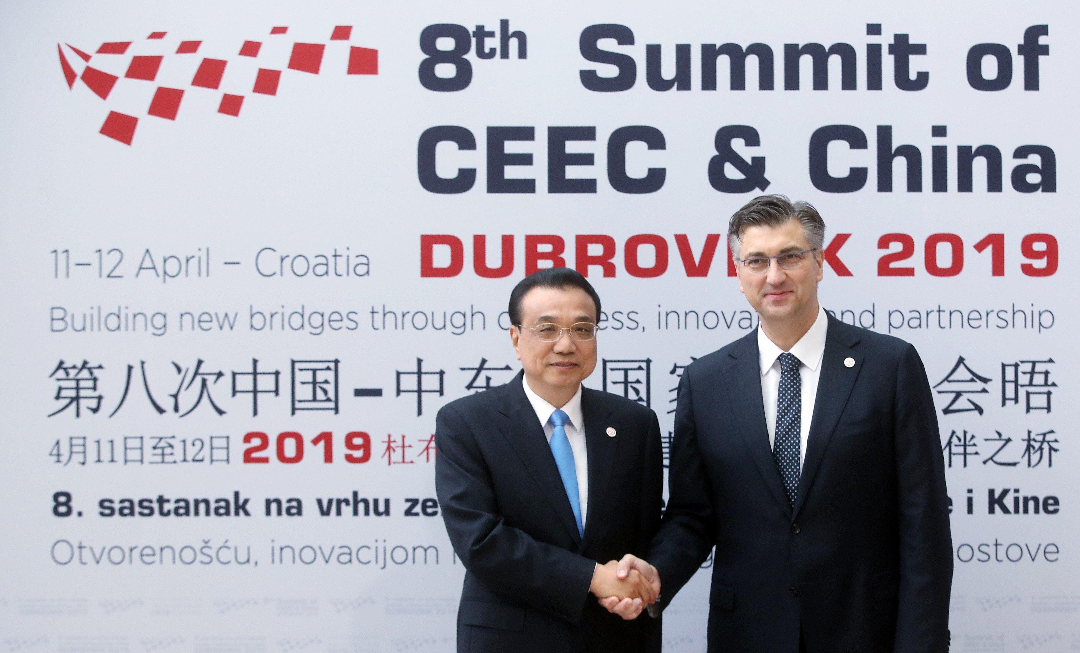 8. summit zemí střední a východní Evropy a Číny. Na snímku čínský premiér Li Kche-čchiang a chorvatský premiér Andrej Plenkovic
