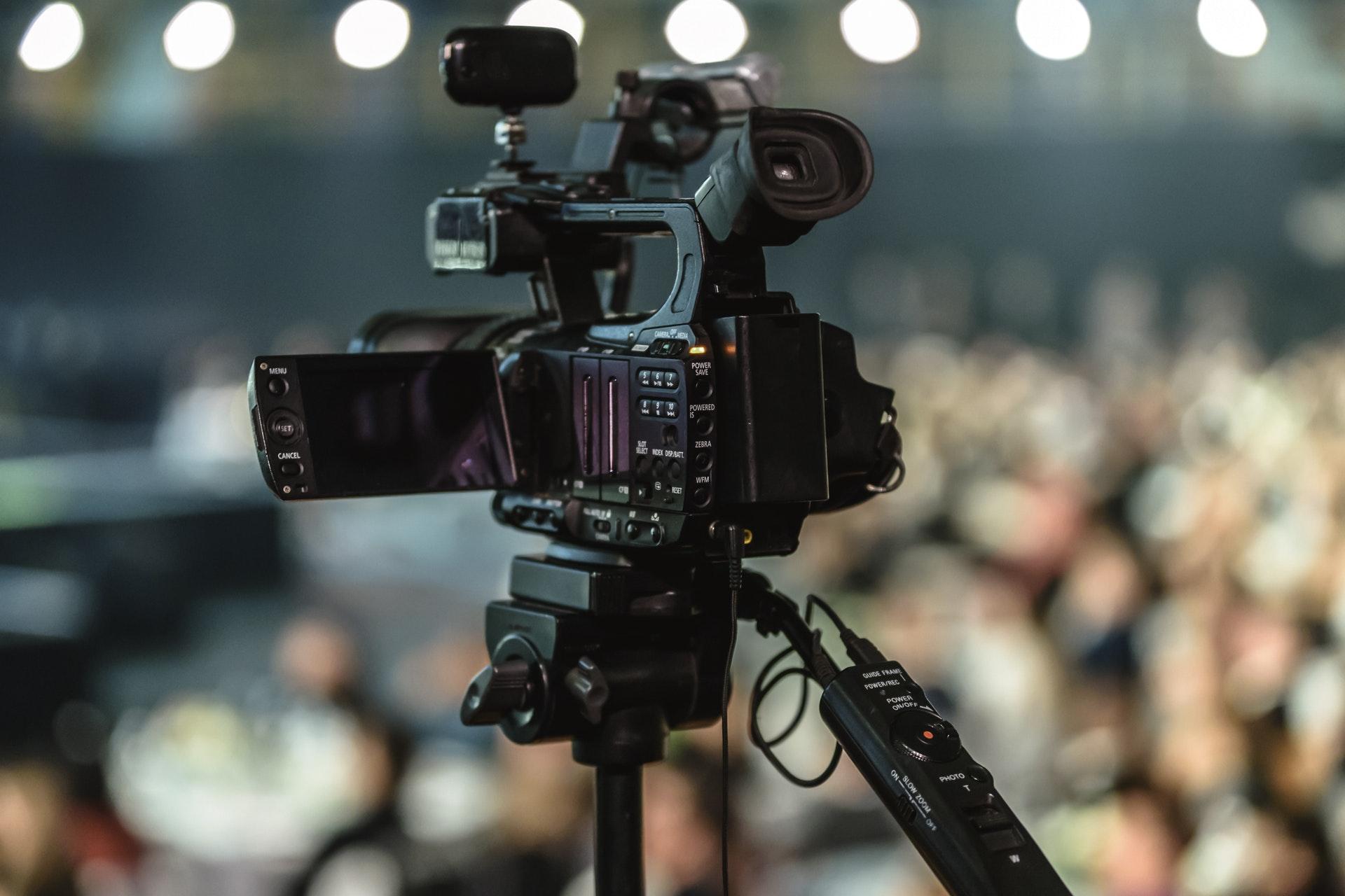 Média - televizní kamera