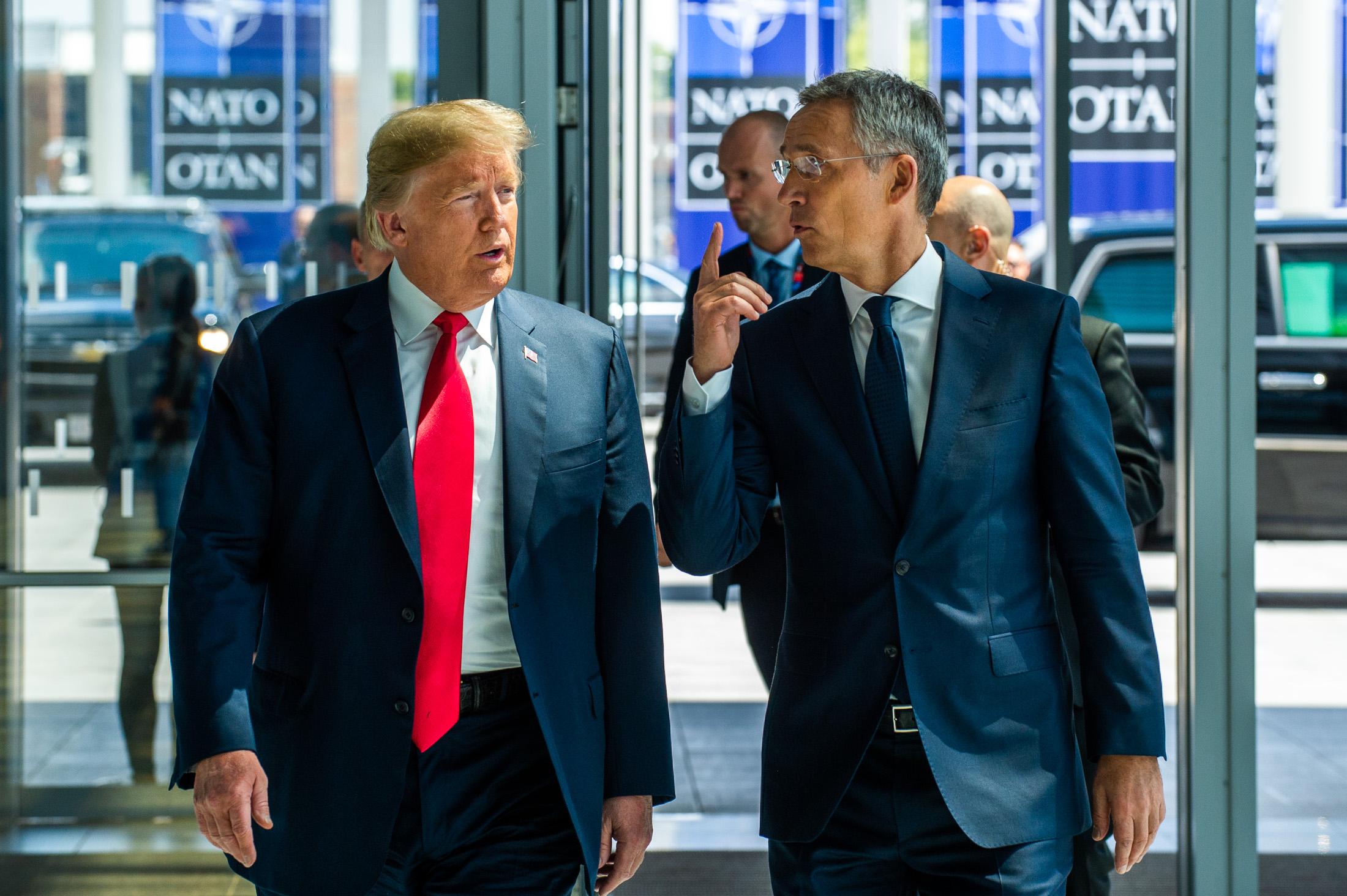 Americký prezident Donald Trump a generální tajemník NATO Jens Stoltenberg