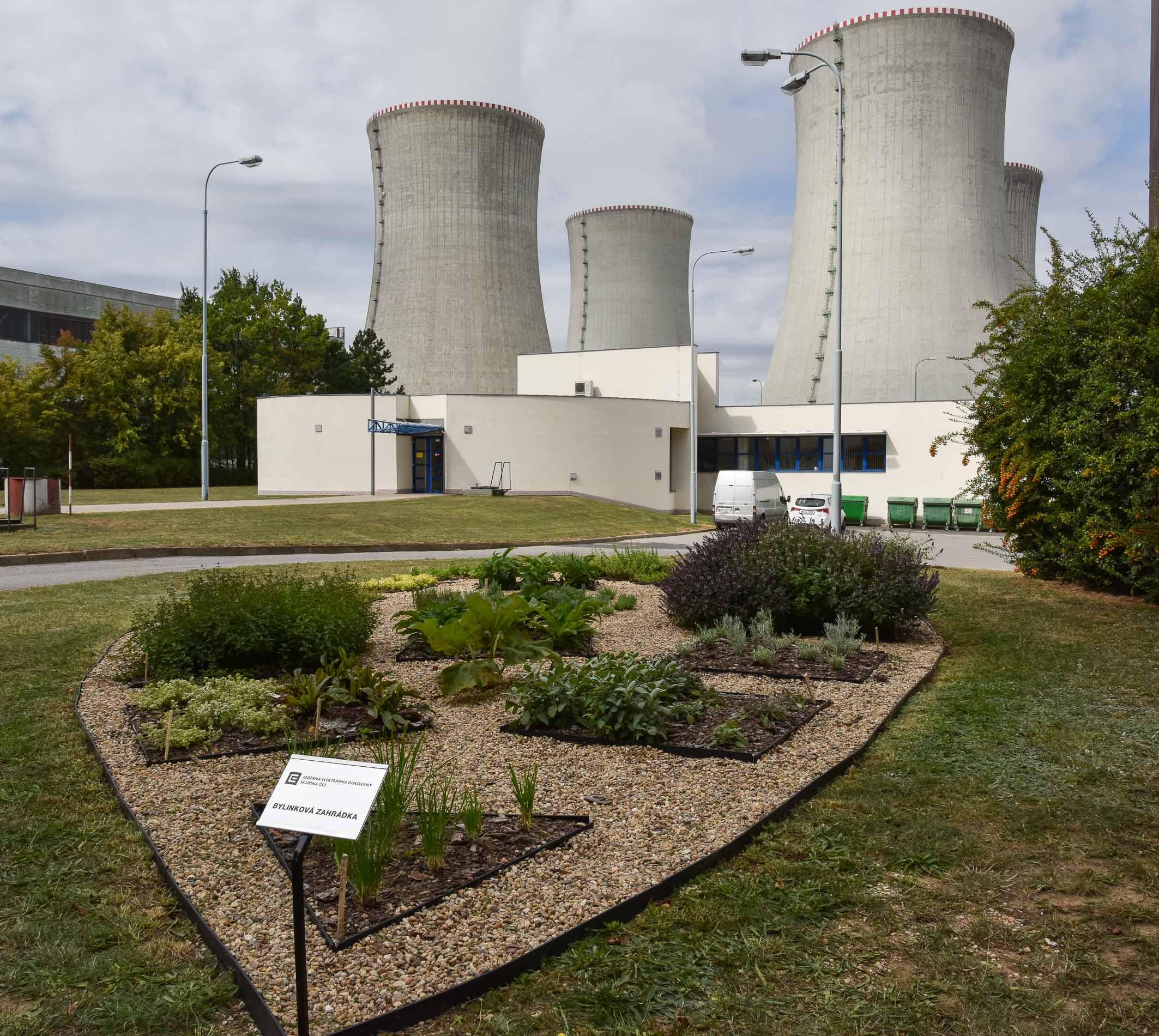 Bylinková zahrádka v areálu jaderné elektrárny Dukovany.