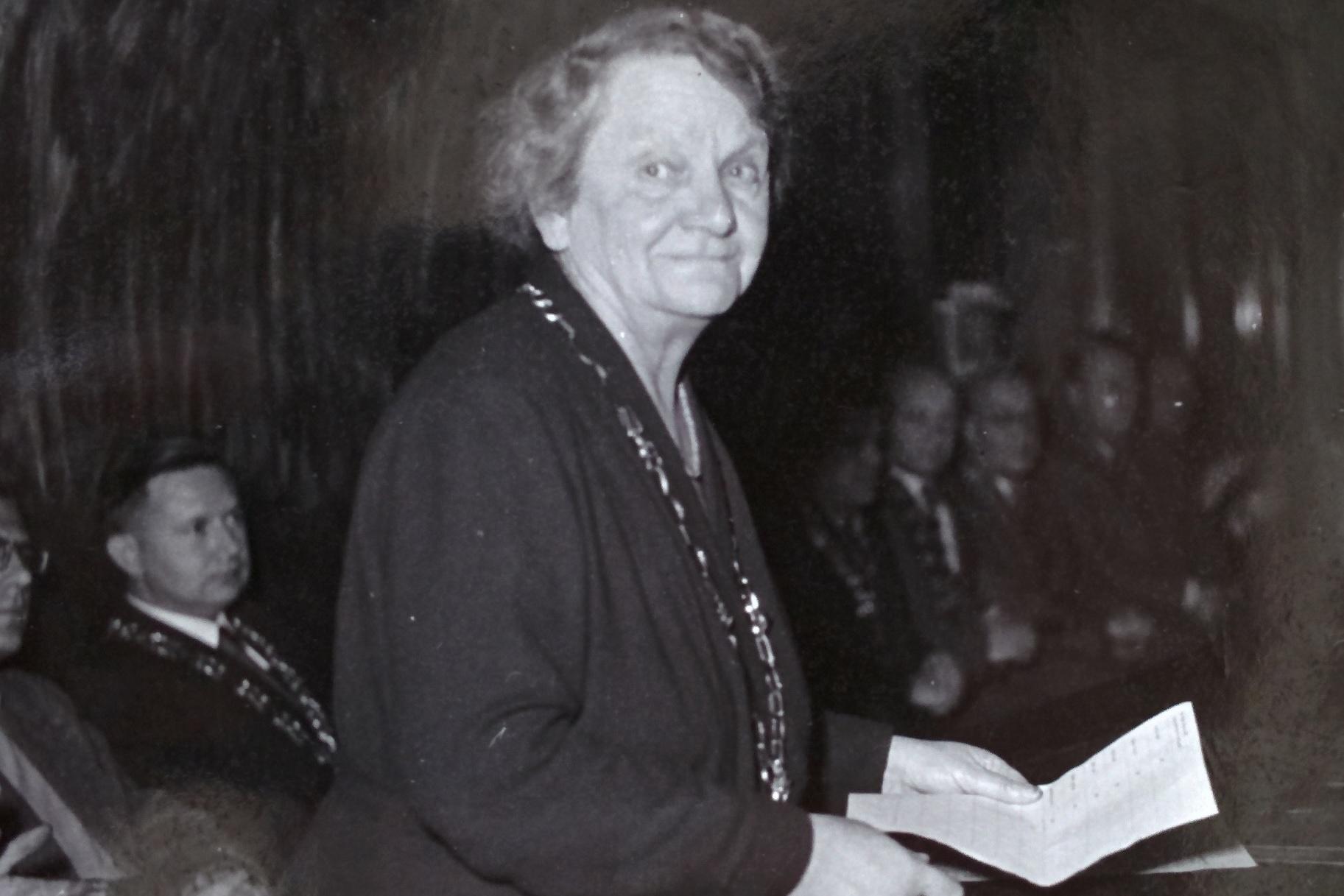 Julie Hamáčková jako děkanka