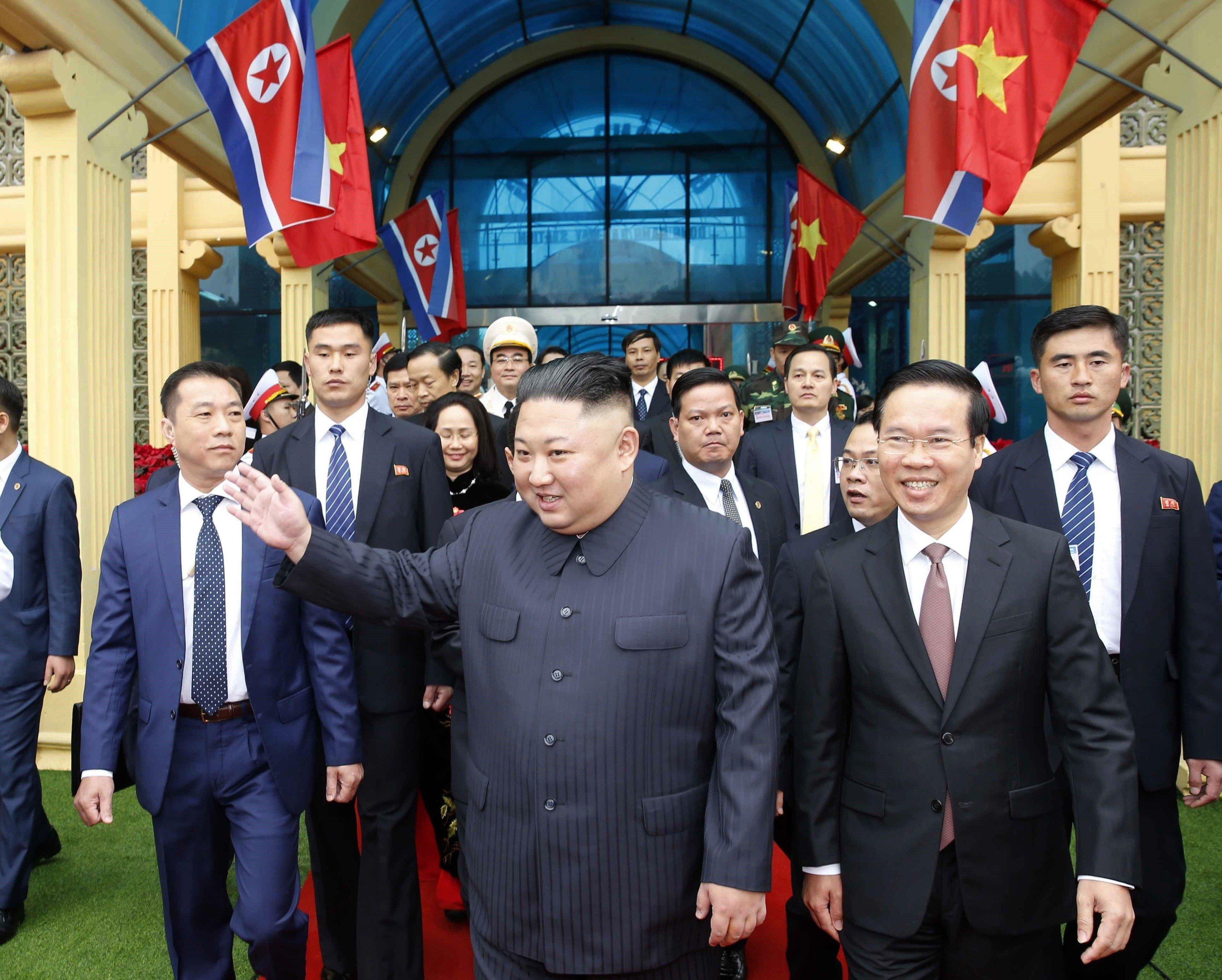 Ve vietnamské Hanoji se historicky poprvé scházejí americký prezident a vůdce Severní Koreje
