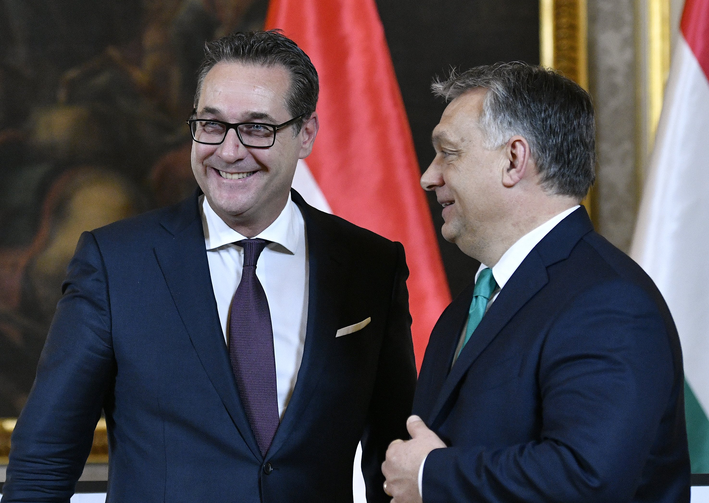 Rakouský vicepremiér Heinz-Christian Strache a maďarský premiér Viktor Orbán
