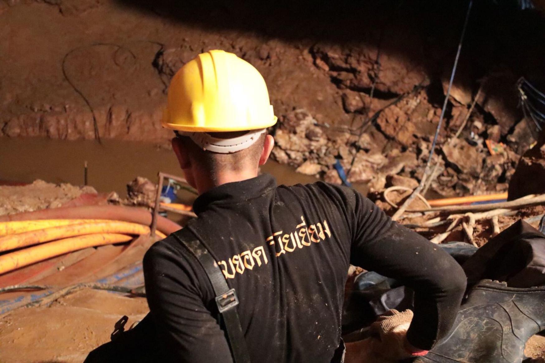 Záchrana fotbalistů z thajské jeskyně