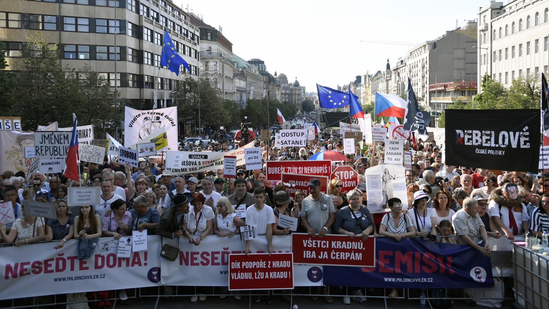 Demonstrace za demisi ministryně spravedlnosti Marie Benešové a premiéra Andreje Babiše