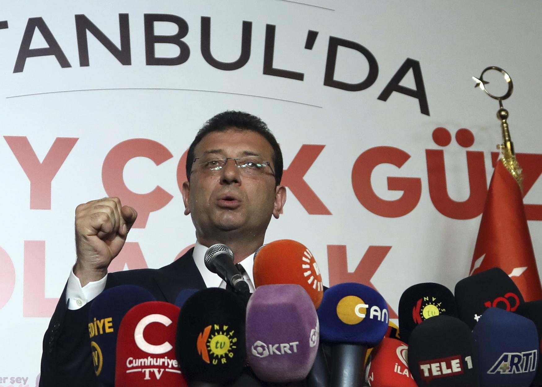V opakovaných istanbulských volbách zvítězil dosavadní starosta jedné z městských částí Ekrem Imamoglu