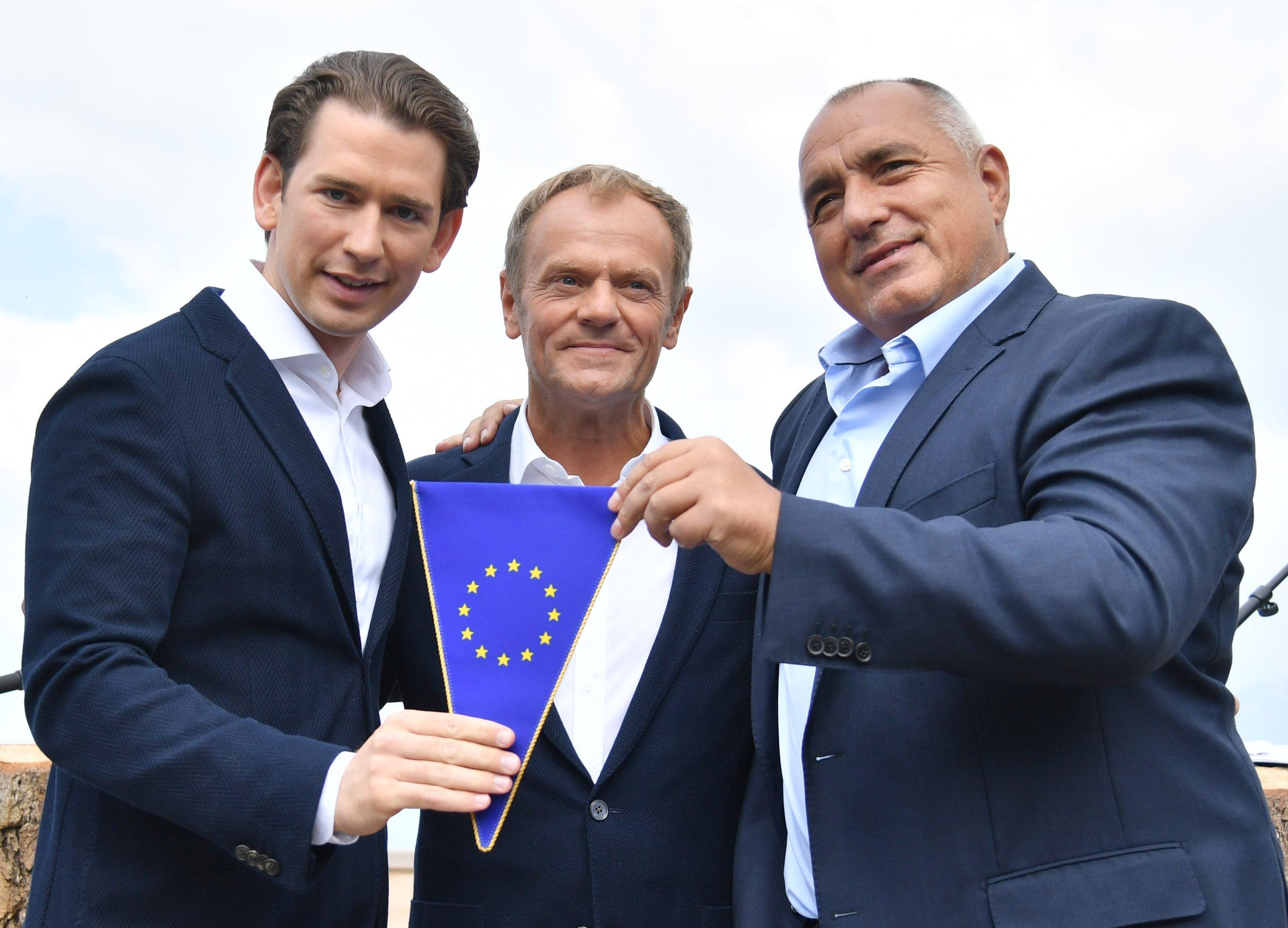 Rakousko se ujímá předsednictví v Radě unijních států (Sebastian Kurz, Donald Tusk a Bojko Borisov)