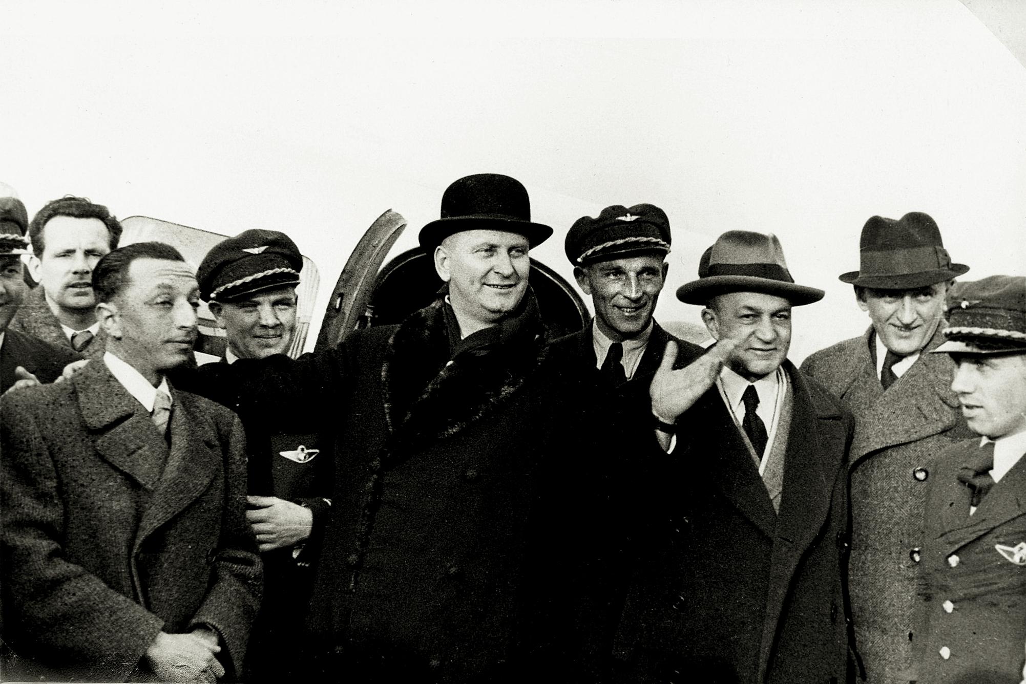 Jan Antonín Baťa před odletem z otrokovického letiště 1. ledna 1937