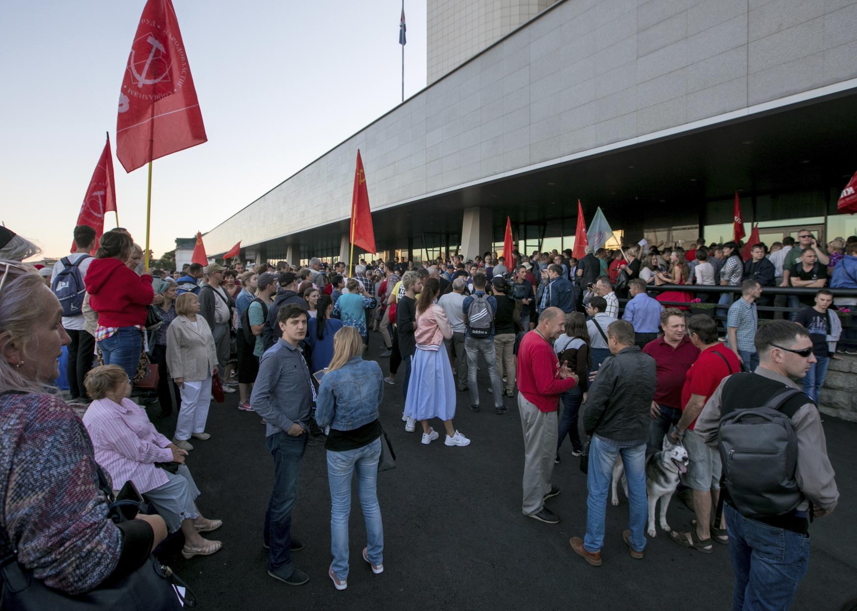 Lidé protestují proti zfalšovaným volbám gubernátora na Dálném východě v Přímořském kraji