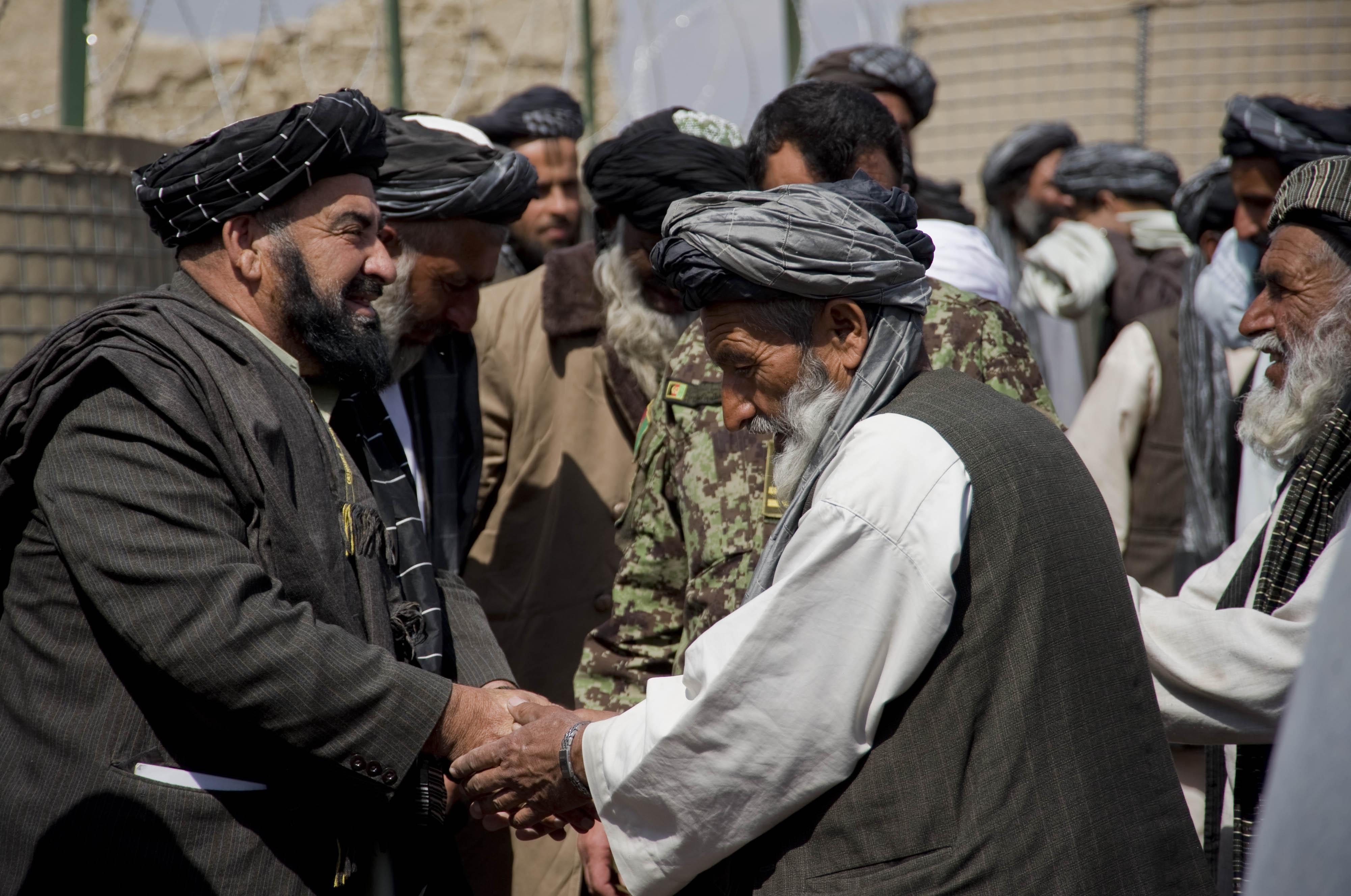 Představitel afghánské vlády na setkání s lokálními vůdci v provincii Kandahár