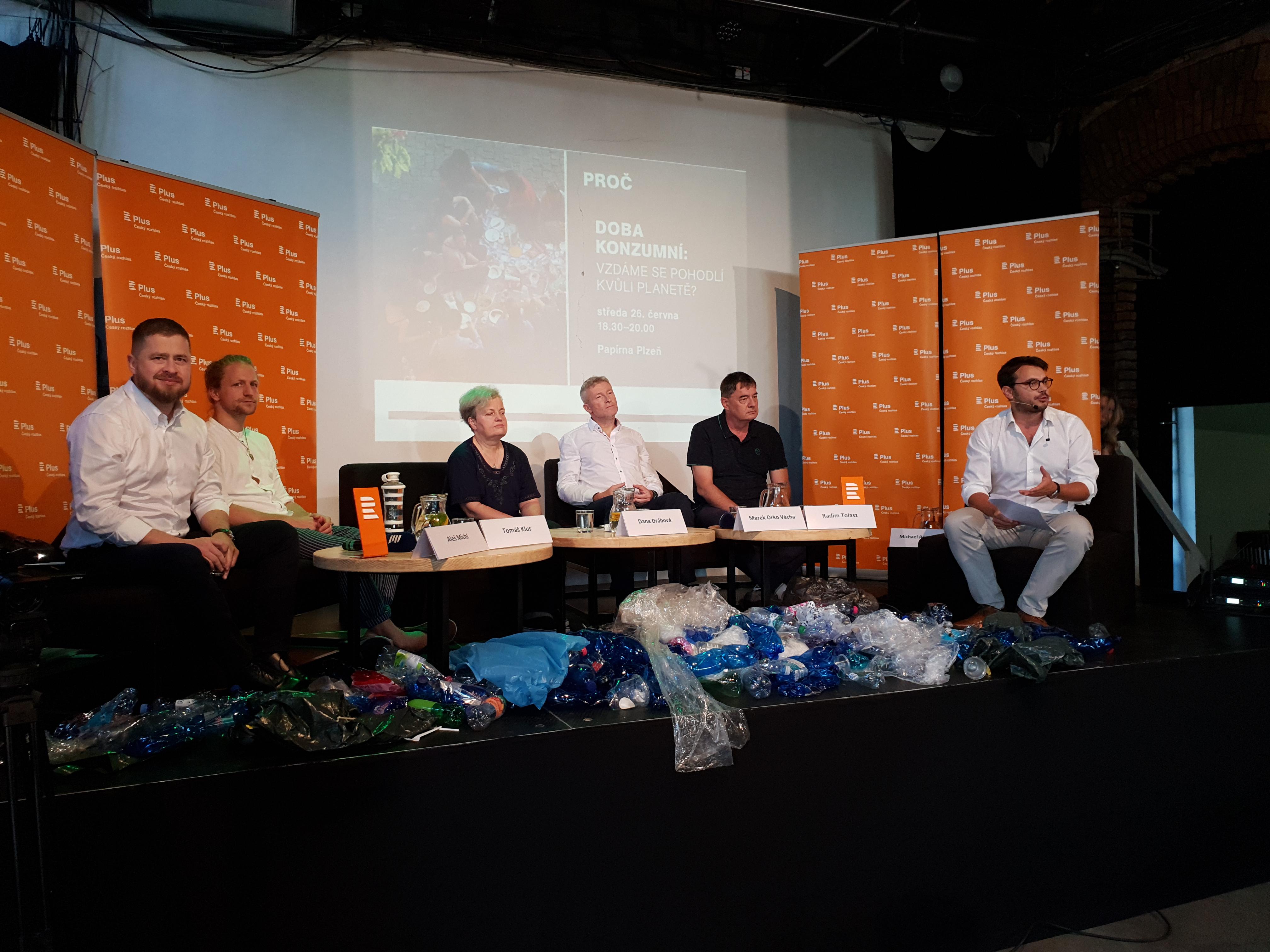 Veřejná debata Plusu v Plzni na téma Doba konzumní: Vzdáme se pohodlí kvůli planetě?