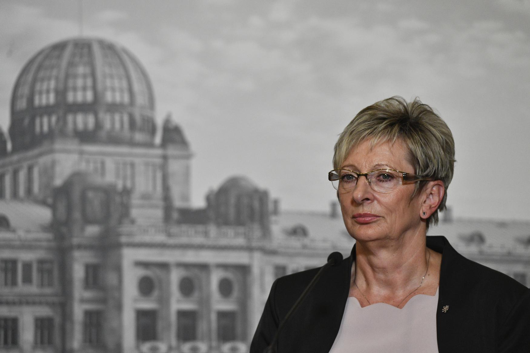 Ministryně průmyslu a obchodu Marta Nováková (za ANO)