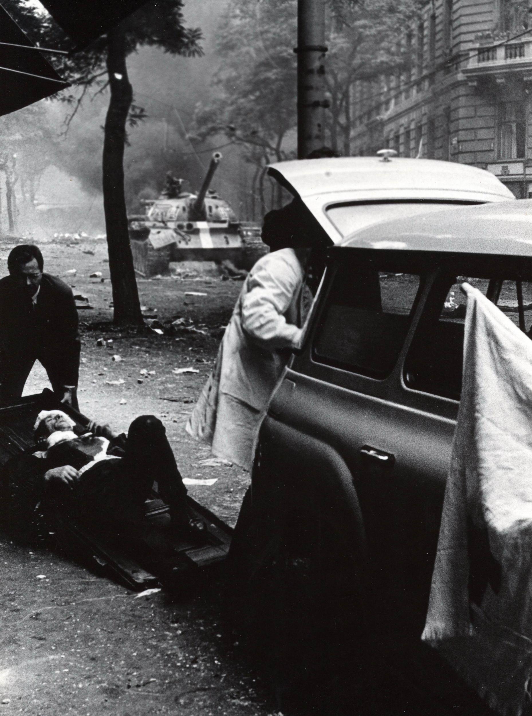 Vítězná fotografie Břetislava Hyblera s názvem Srpen 1968