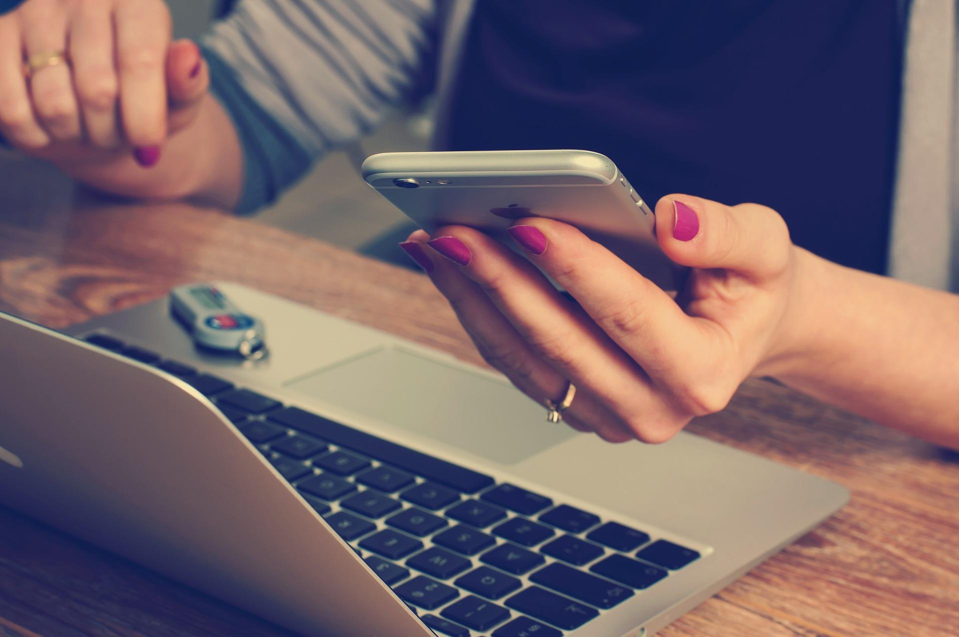 Kancelář, notebook, mobil, smartphone, Apple, internet