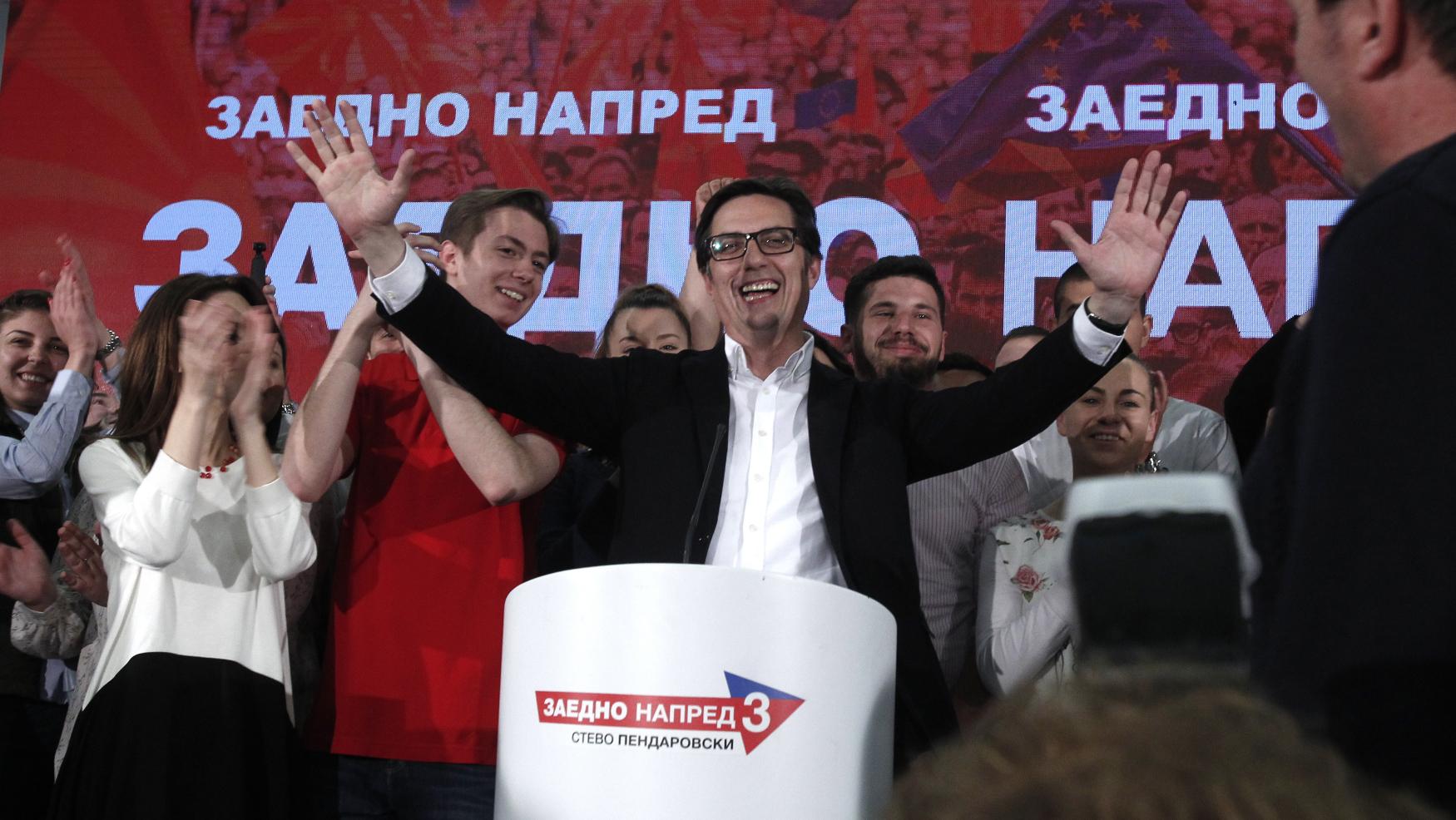 Kandidát vládní sociální demokracie Stevo Pendarovski vyhrál prezidentské volby v Severní Makedonii