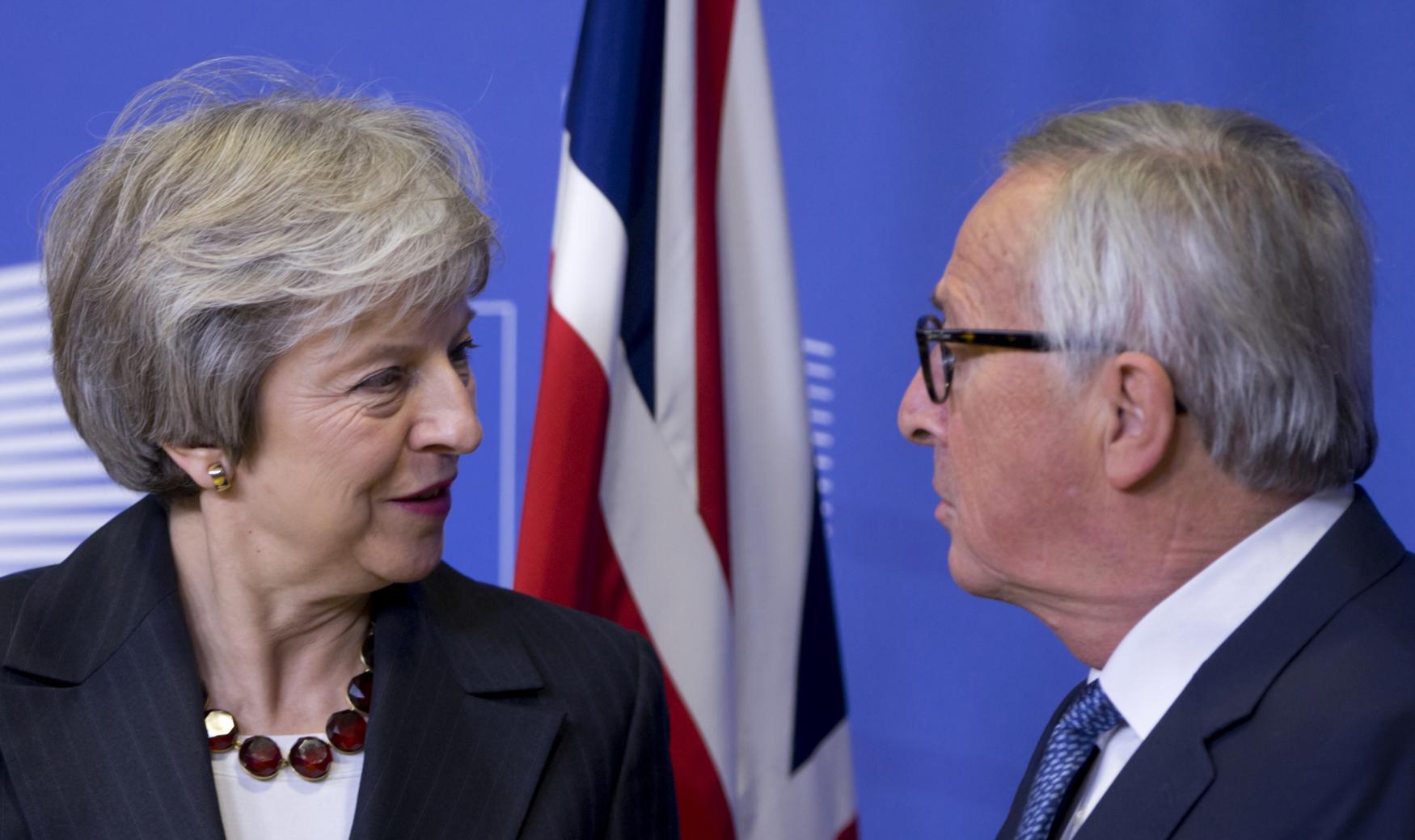 Theresa Mayová a Jean-Claude Juncker po setkání v Bruselu