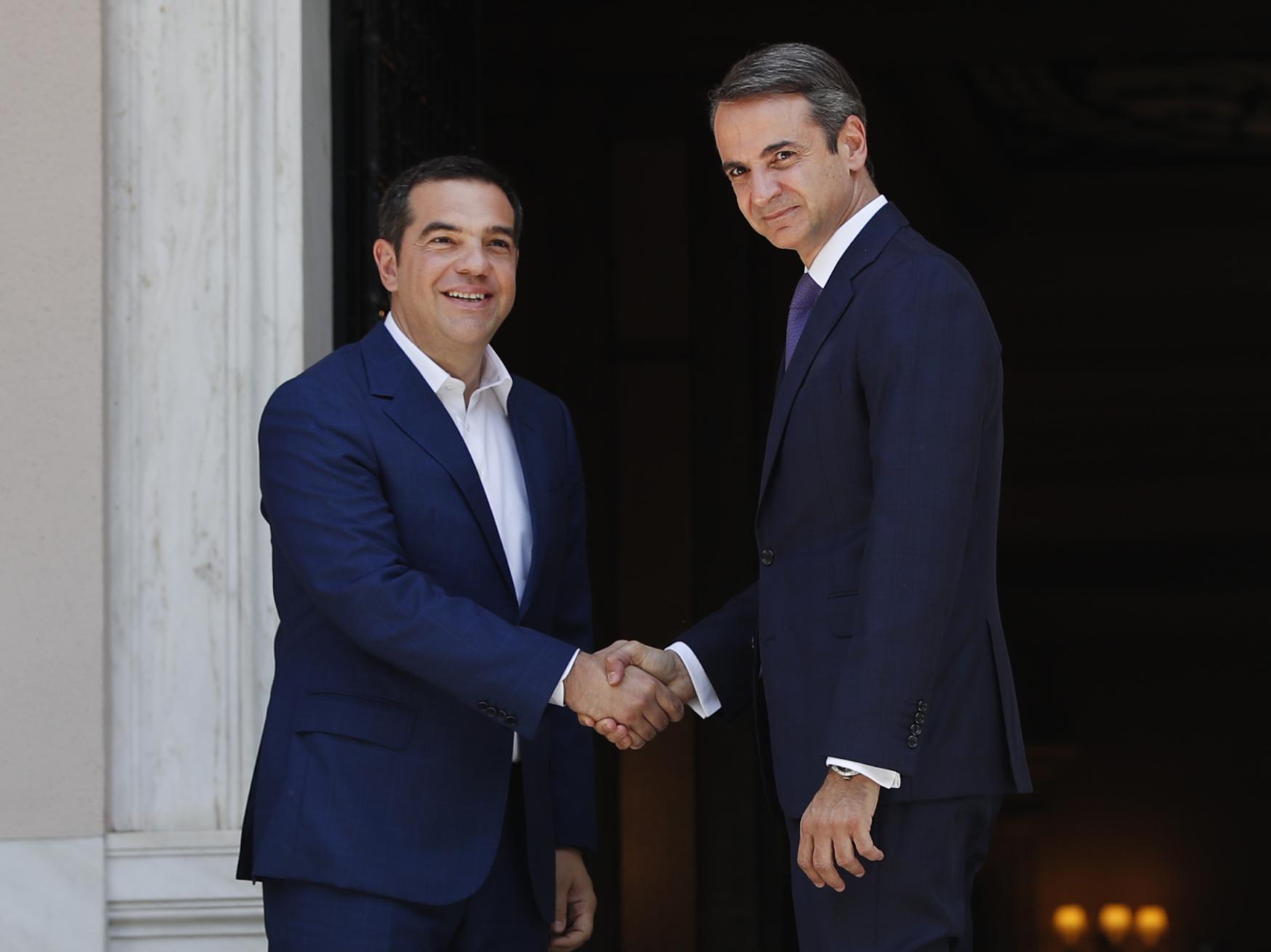 Řecký expremiér Alexis Tsipras a jeho nástupce Kyriakos Mitsotakis
